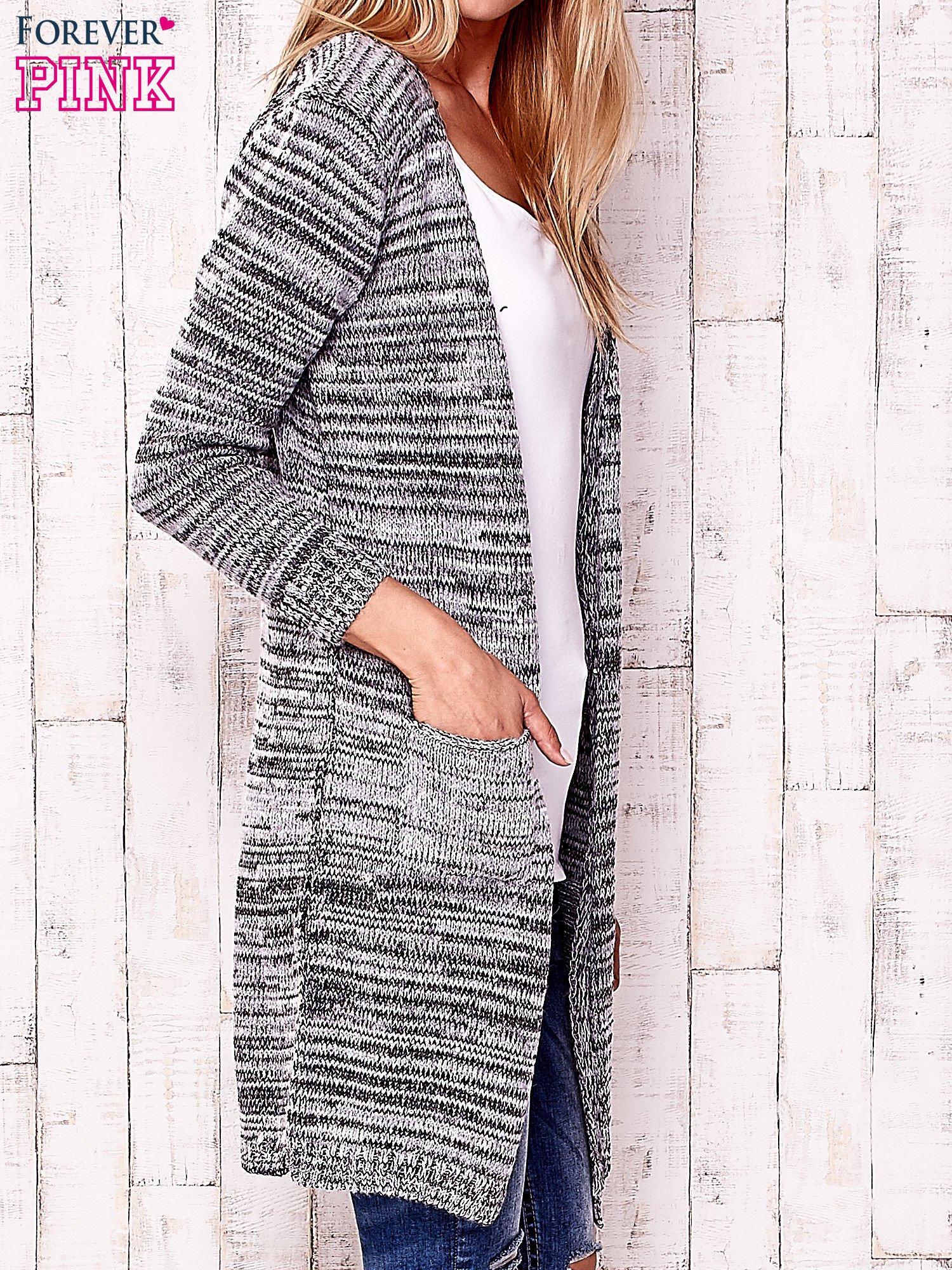 Szary melanżowy sweter z cekinami                                  zdj.                                  3