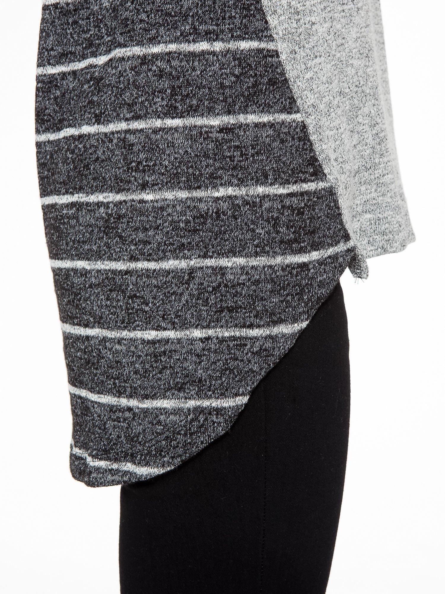 Szary melanżowy sweter z pasiastym tyłem i rękawami                                  zdj.                                  8