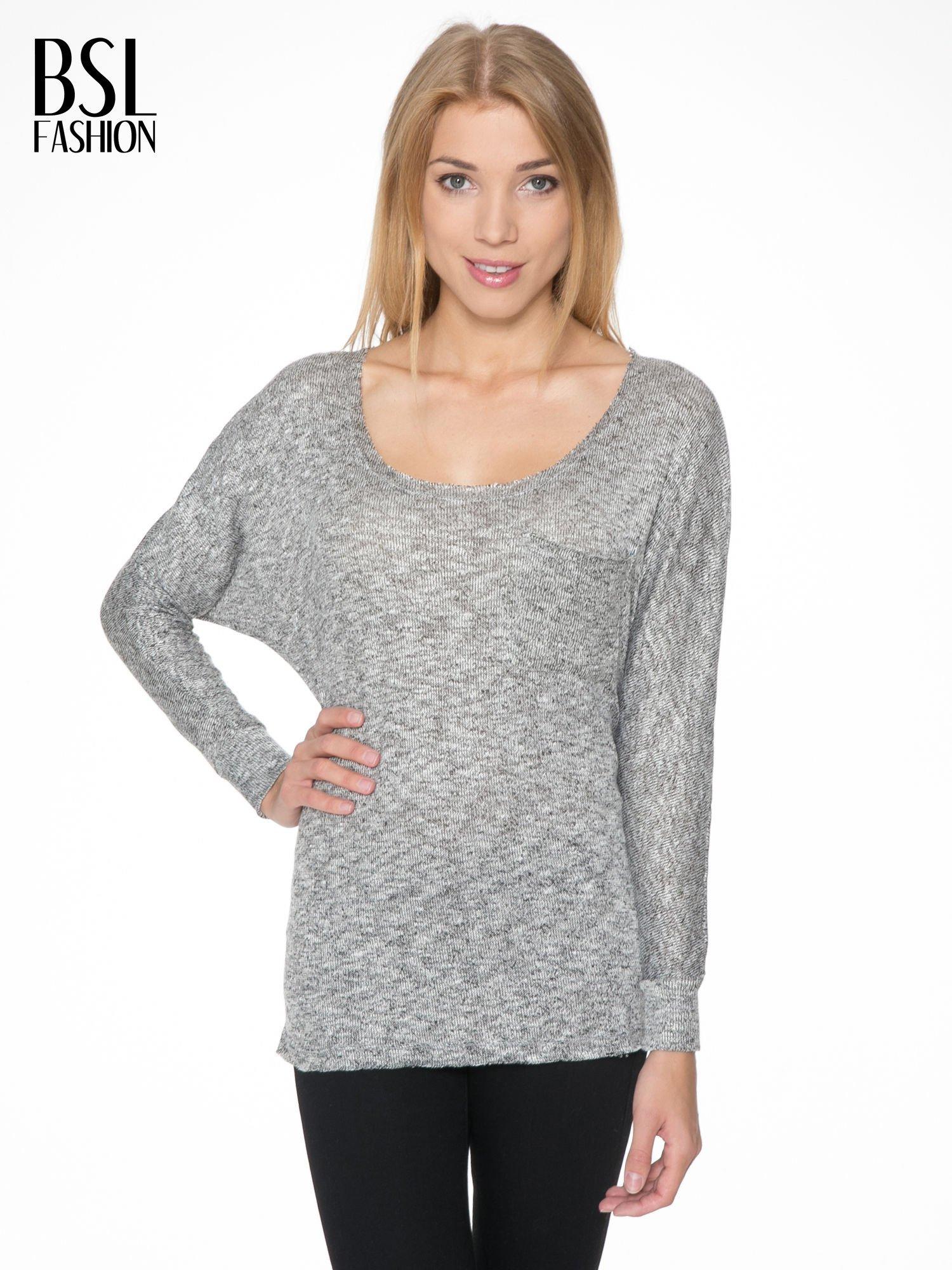 Szary melanżowy sweterek o luźnym kroju z kieszonką                                  zdj.                                  1