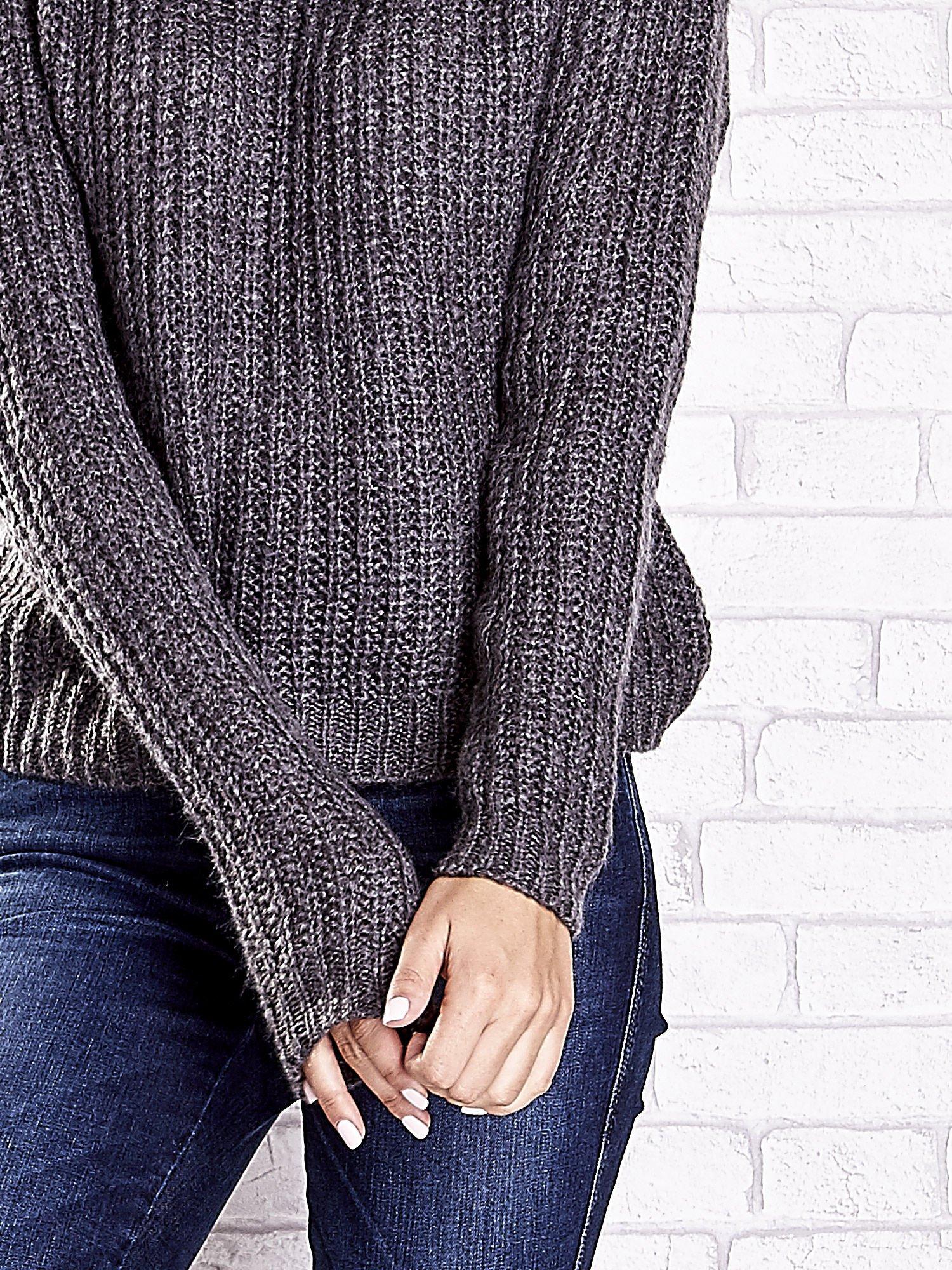 Szary sweter oversize z luźnym golfem                                  zdj.                                  7