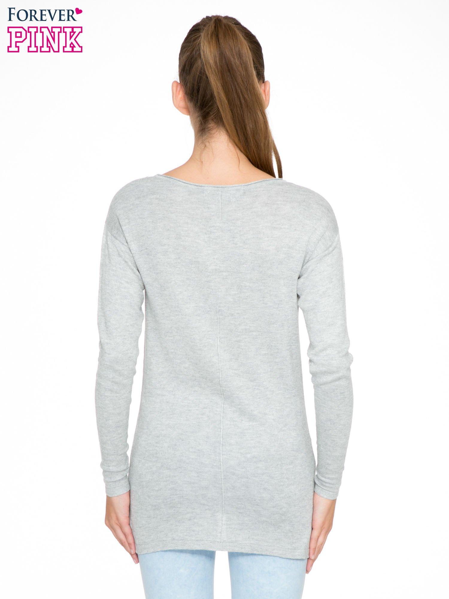 Szary sweter z dłuższym tyłem i rozporkami po bokach                                  zdj.                                  4