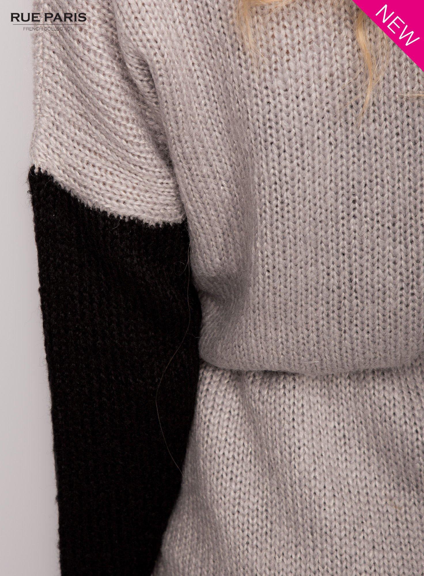 Szary sweter z kontrastowym pasem i rękawami                                  zdj.                                  7