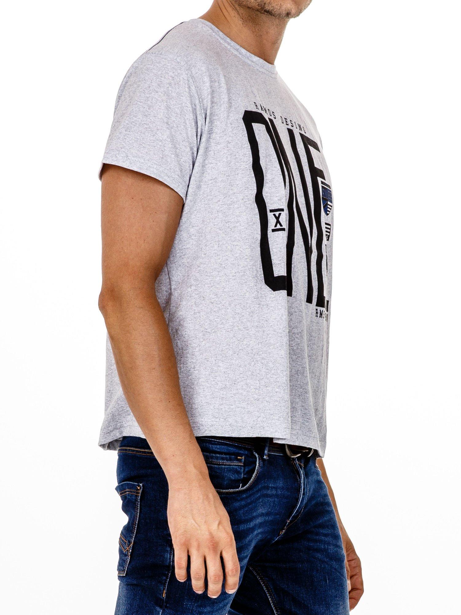 Szary t-shirt męski z nadrukiem i napisem ONE                                  zdj.                                  3