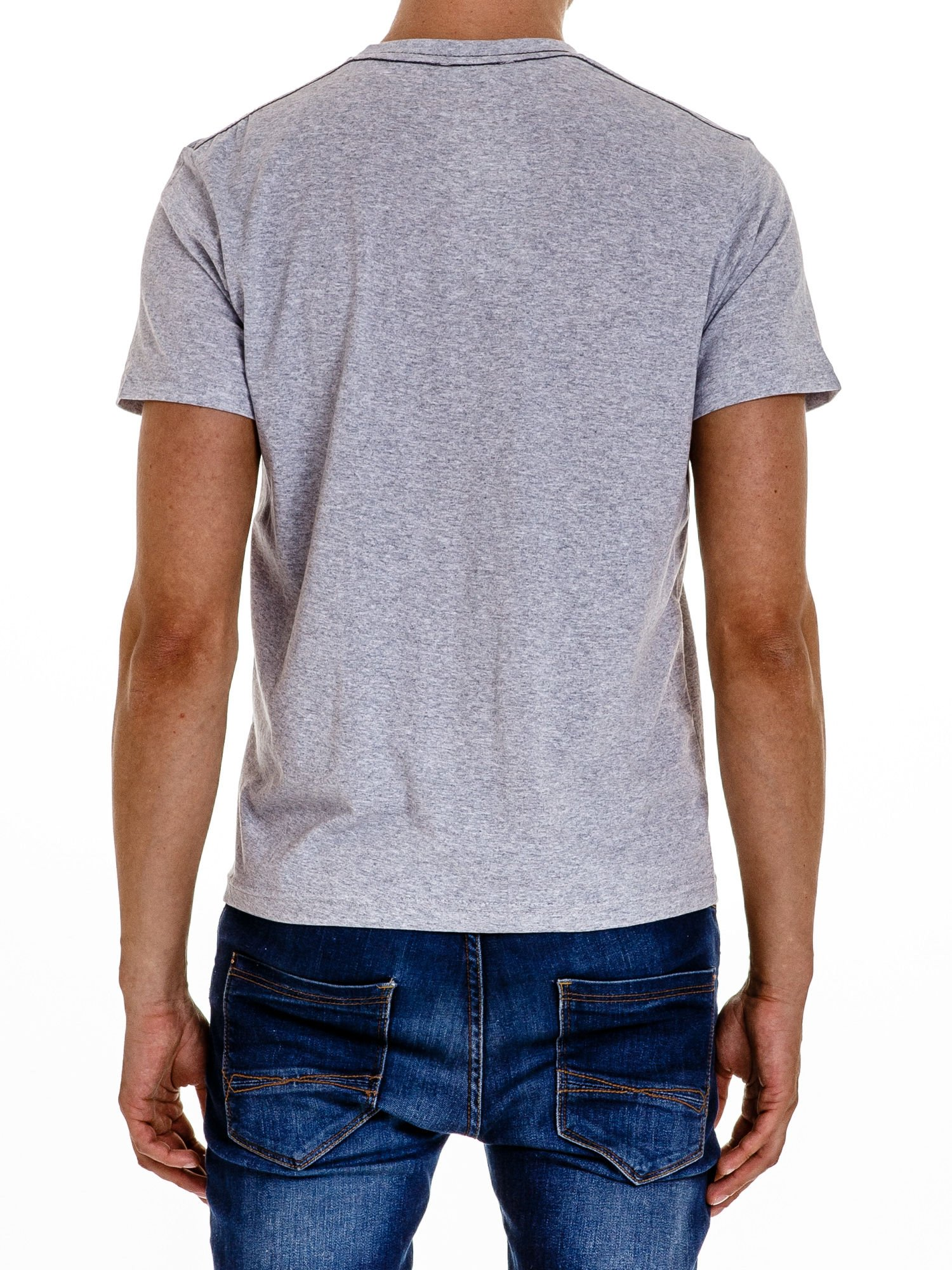 Szary t-shirt męski z nadrukiem napisu THE ROCKIES                                  zdj.                                  3