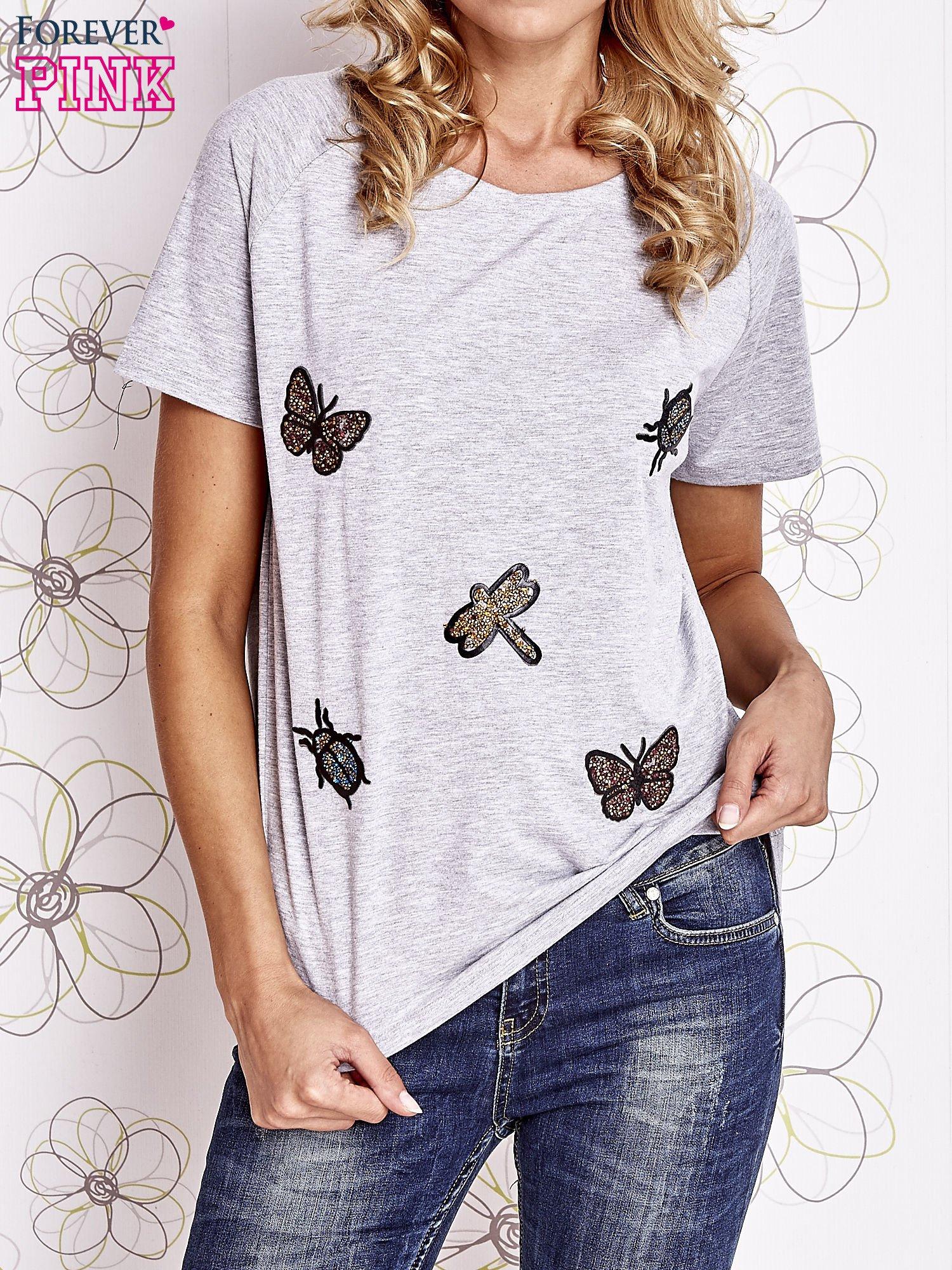 Szary t-shirt z aplikacją owadów                                   zdj.                                  1