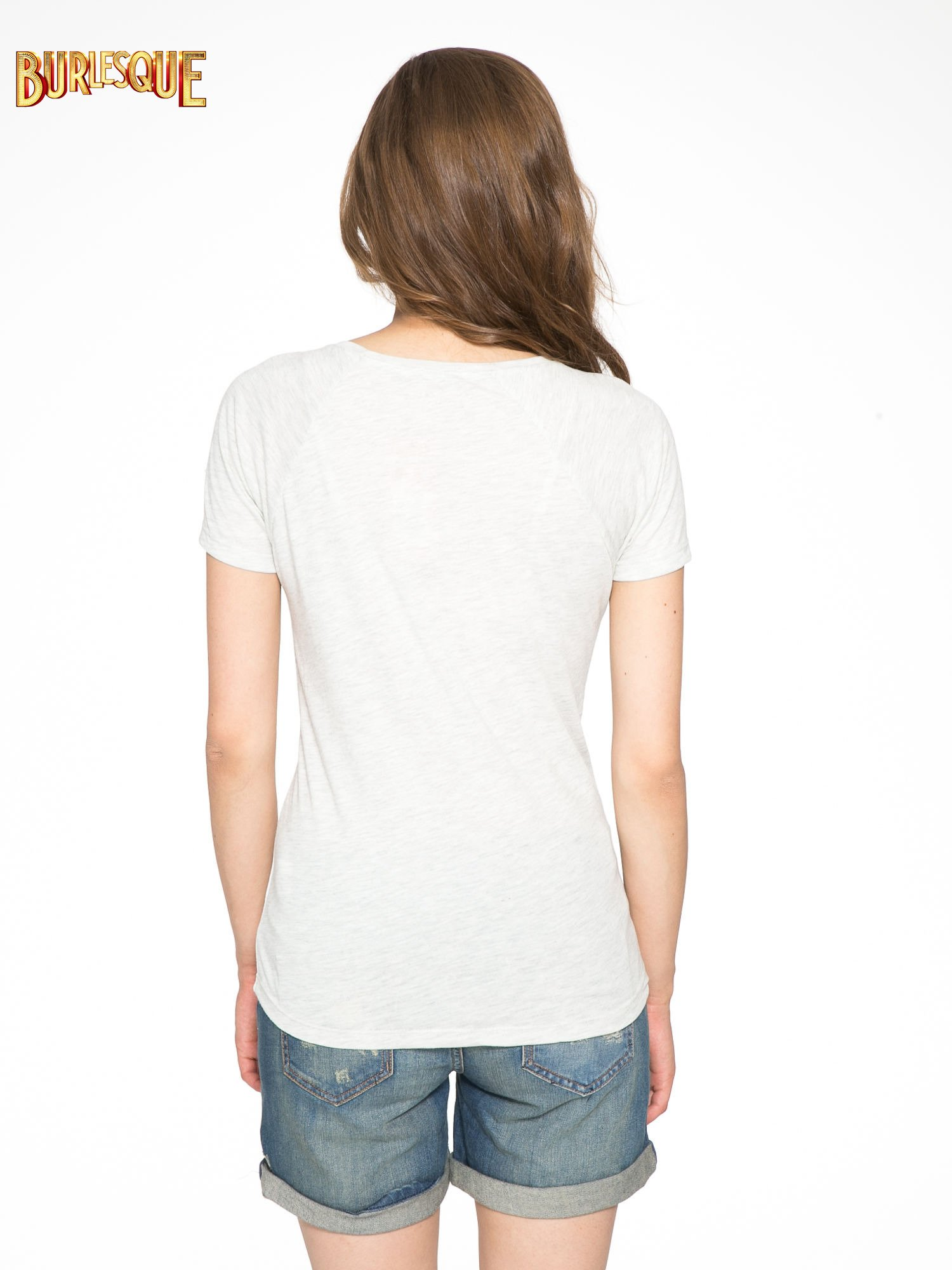 Szary t-shirt z nadrukiem pejzażu i napisem EXQUISTE z dżetami                                  zdj.                                  4