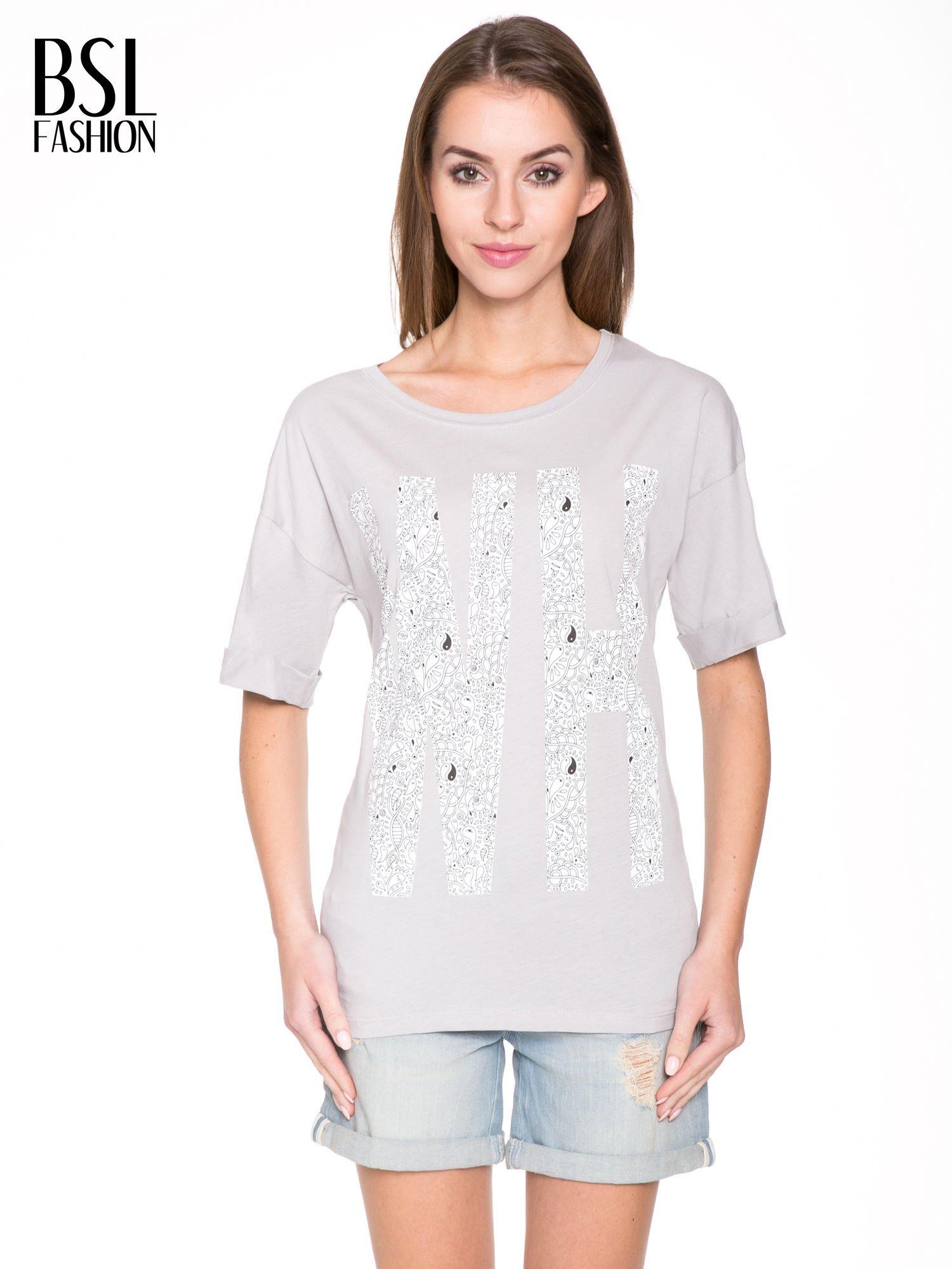 Szary t-shirt z nadukiem WHY? z przodu i na plecach                                  zdj.                                  1
