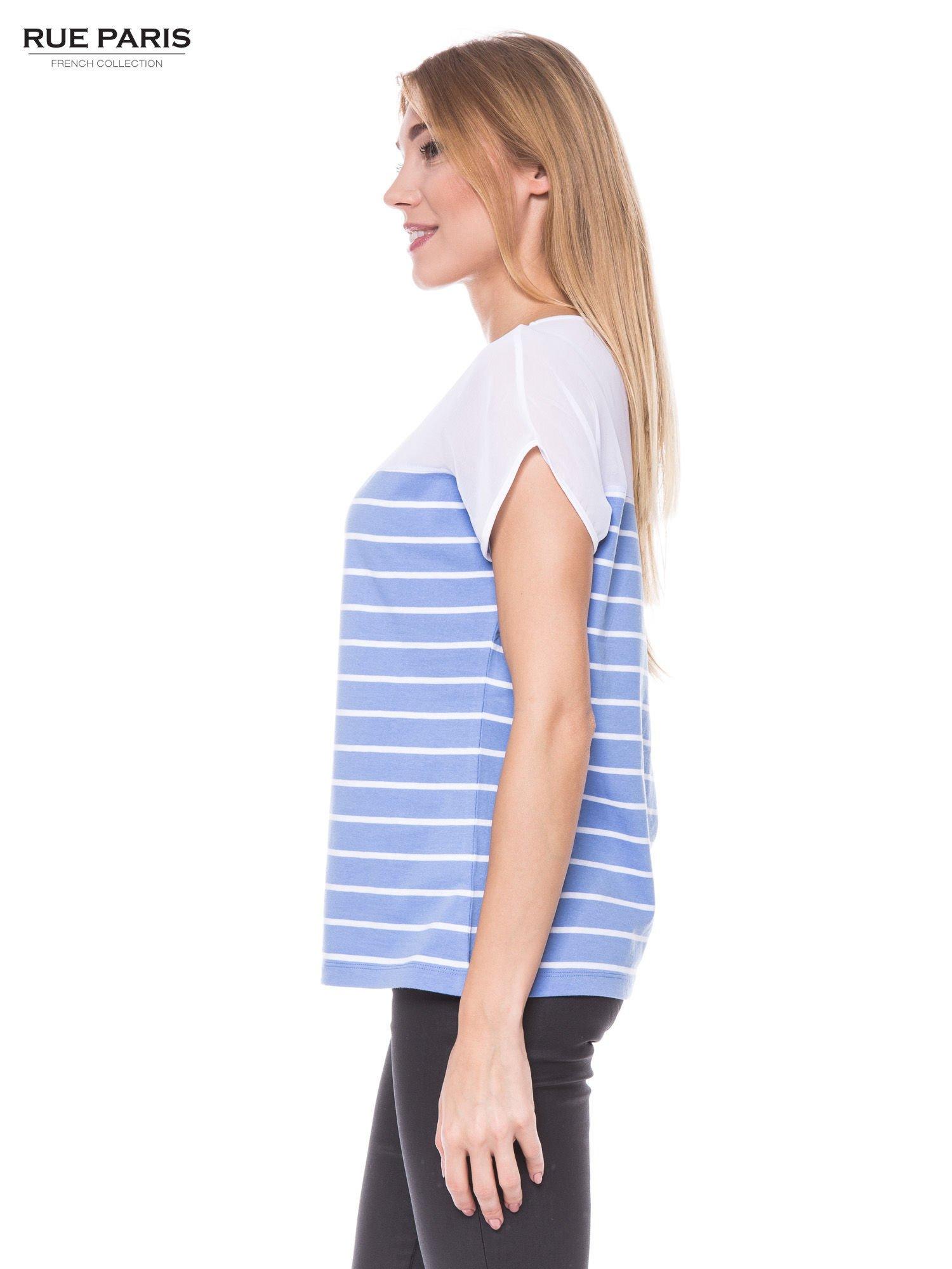 T-shirt w biało-niebieskie paski z karczkiem z szyfonu                                  zdj.                                  2