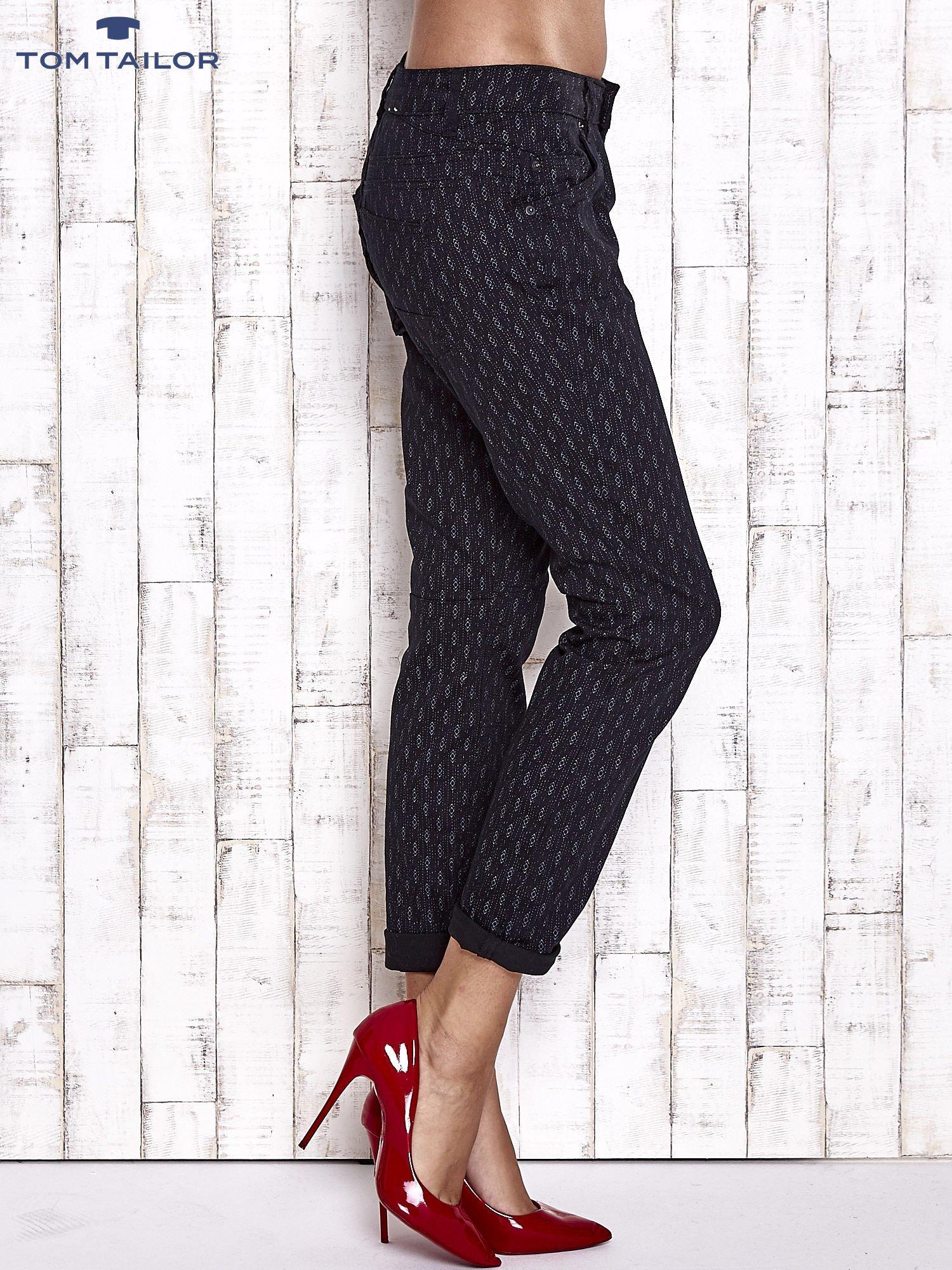 TOM TAILOR Czarne spodnie z graficznym nadrukiem                                  zdj.                                  3