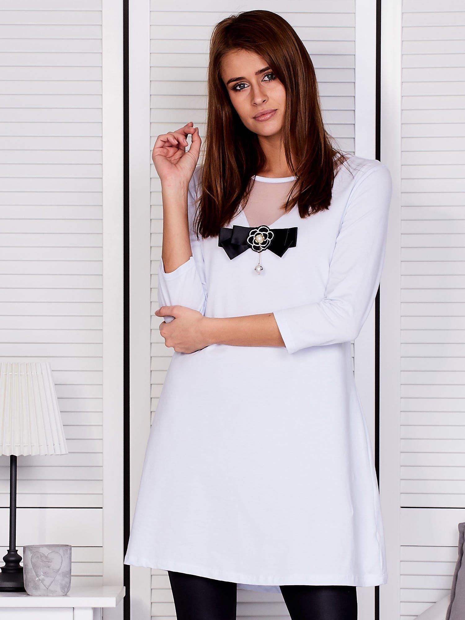 642e90b6c099e Tunika damska z siatkową wstawką biała - Bluzka Tunika - sklep eButik.pl