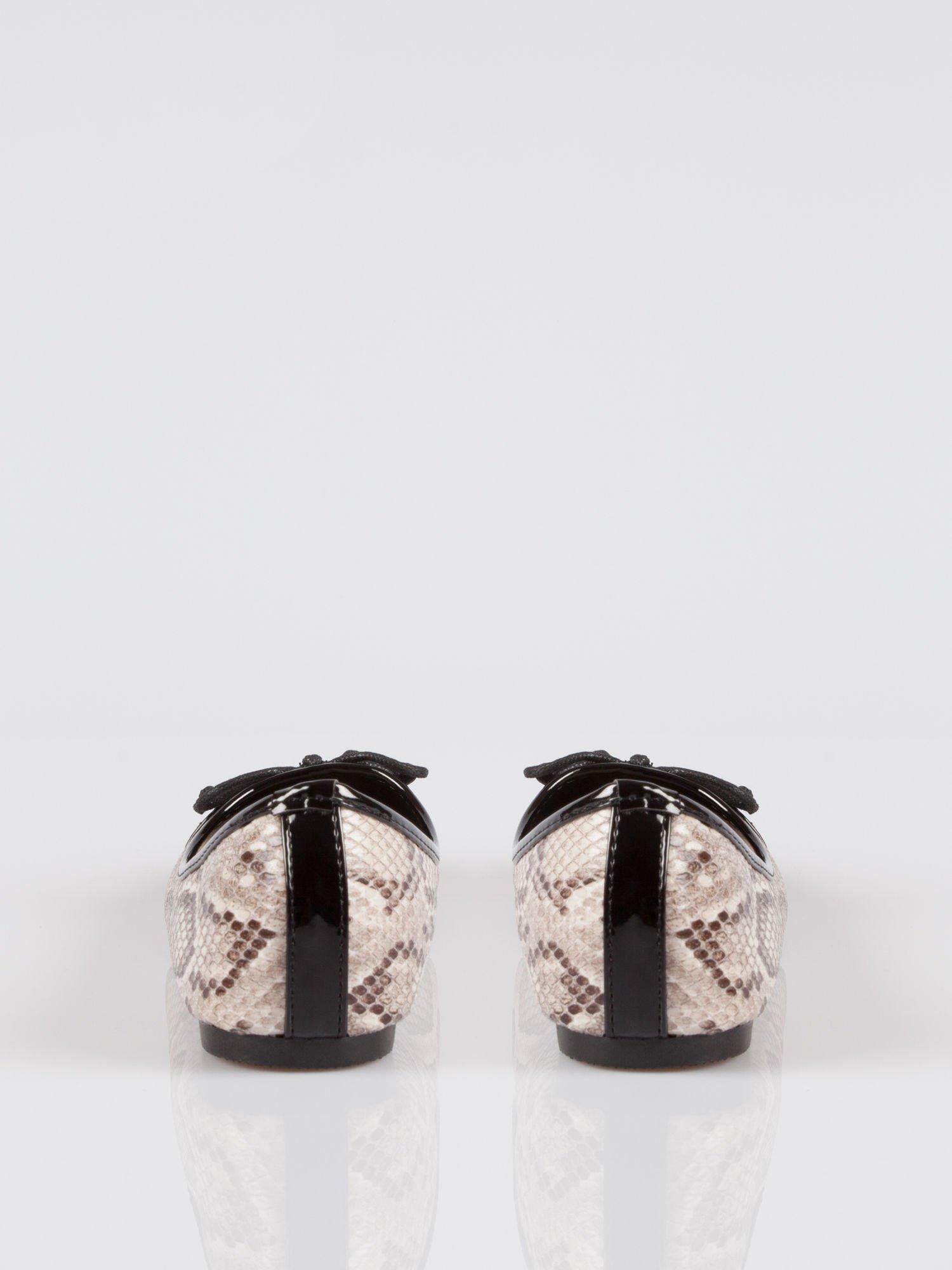 Wężowe baleriny animal pattern z czarnym lakierowanym czubkiem beżowe                                  zdj.                                  2