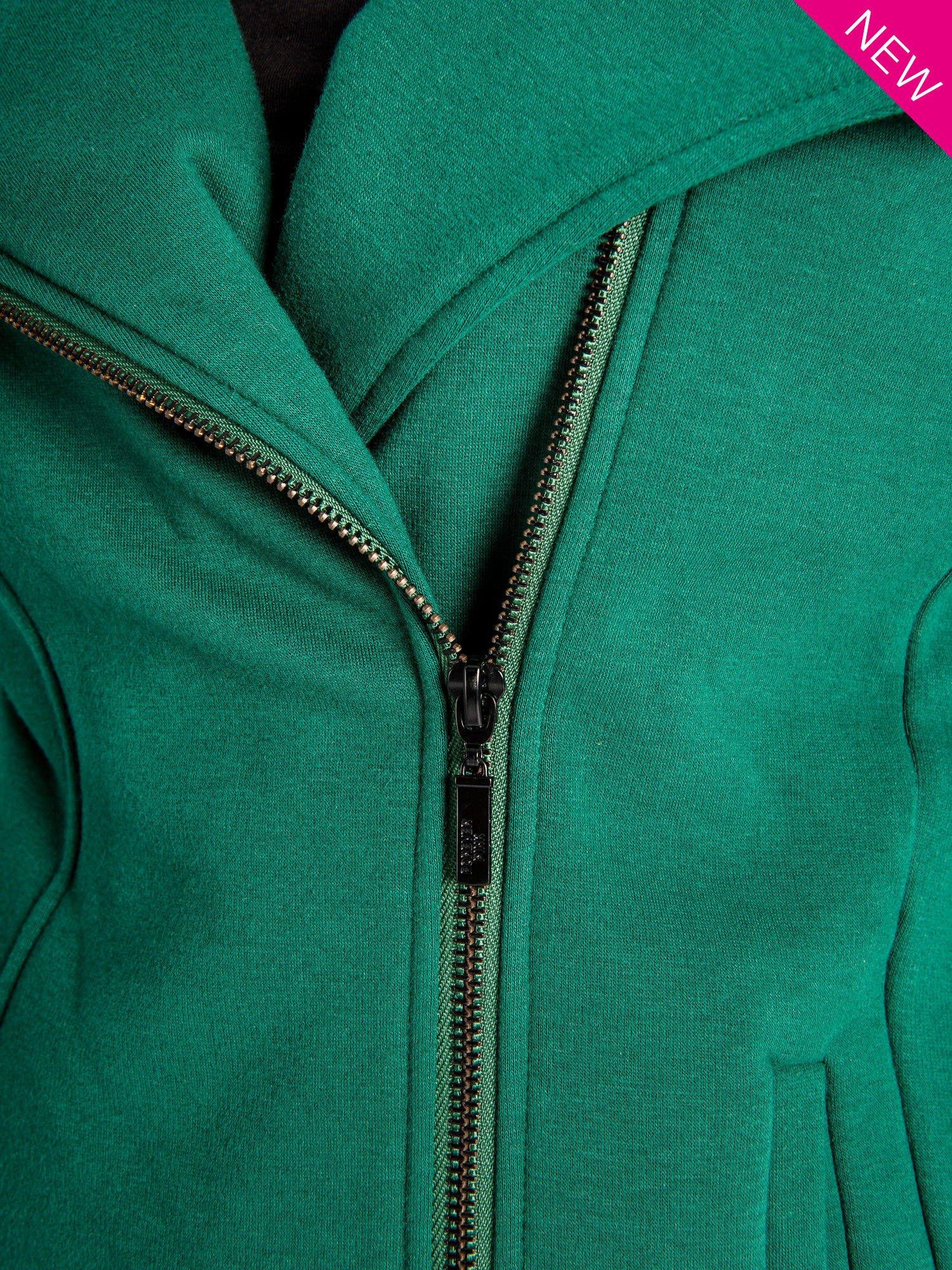 Zielona bluza o kroju ramoneski z asymetrycznym suwakiem                                  zdj.                                  4