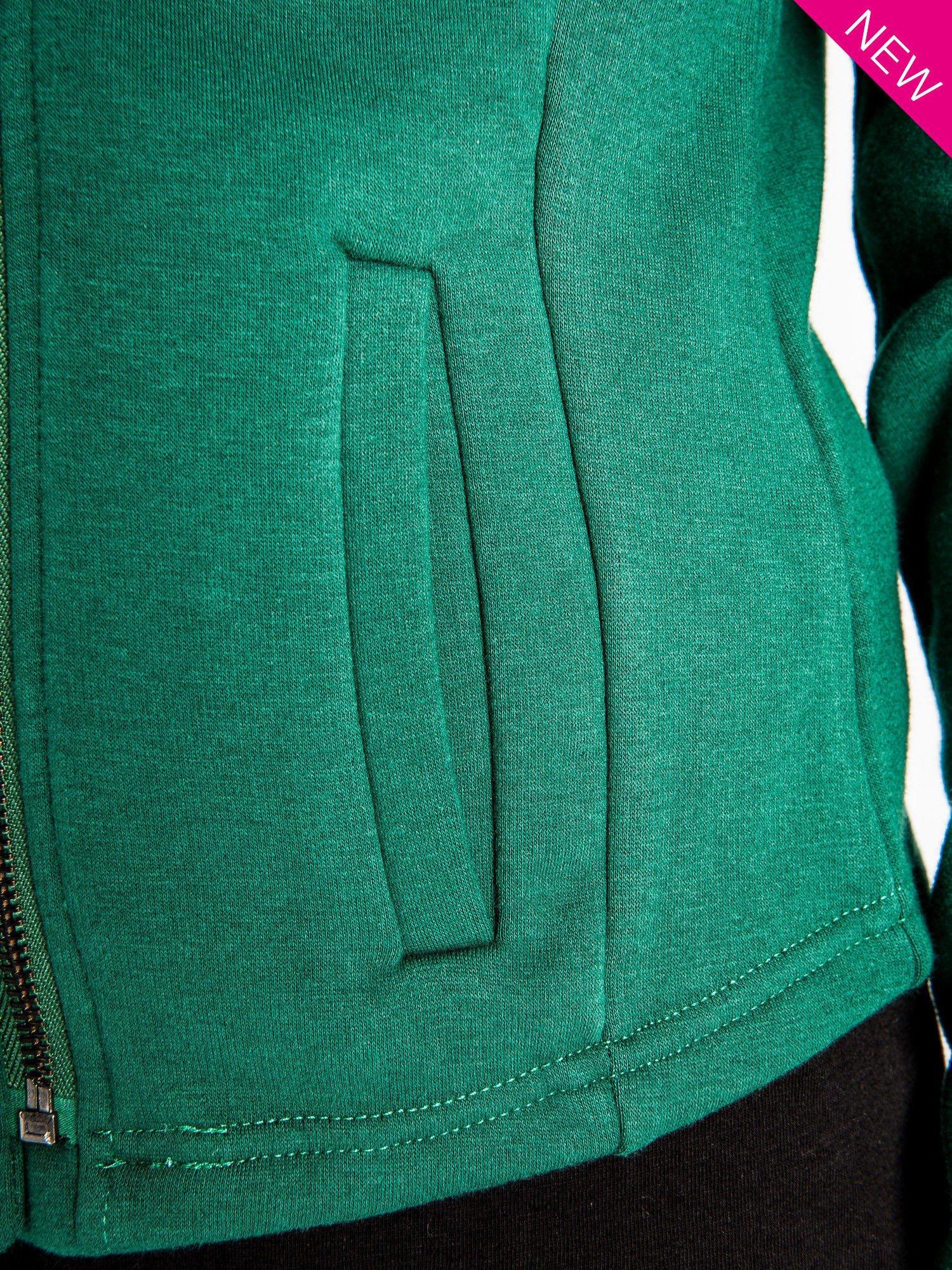 Zielona bluza o kroju ramoneski z asymetrycznym suwakiem                                  zdj.                                  5