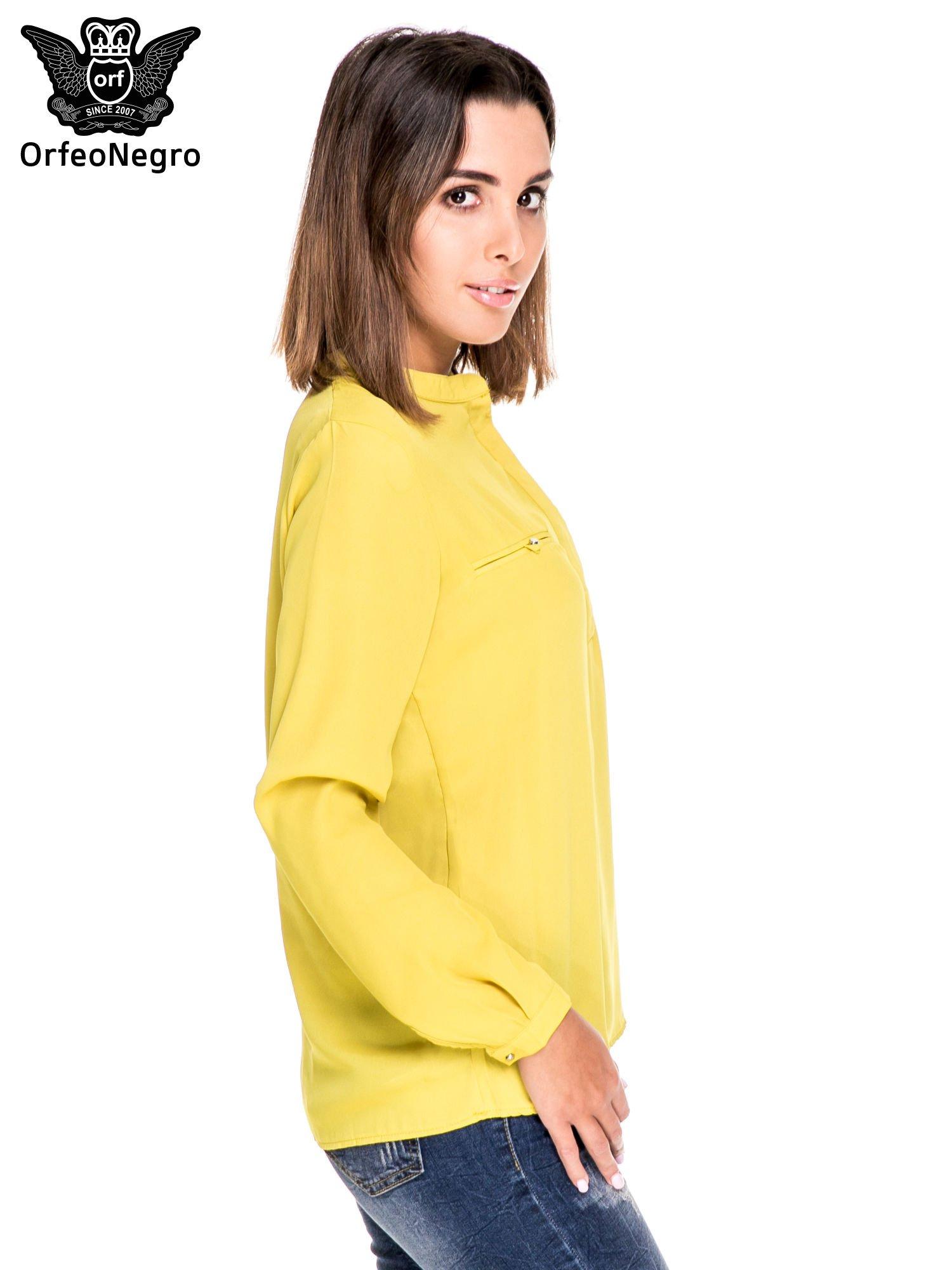 Zielona koszula ze stójką i kieszonkami na guziczki                                  zdj.                                  3