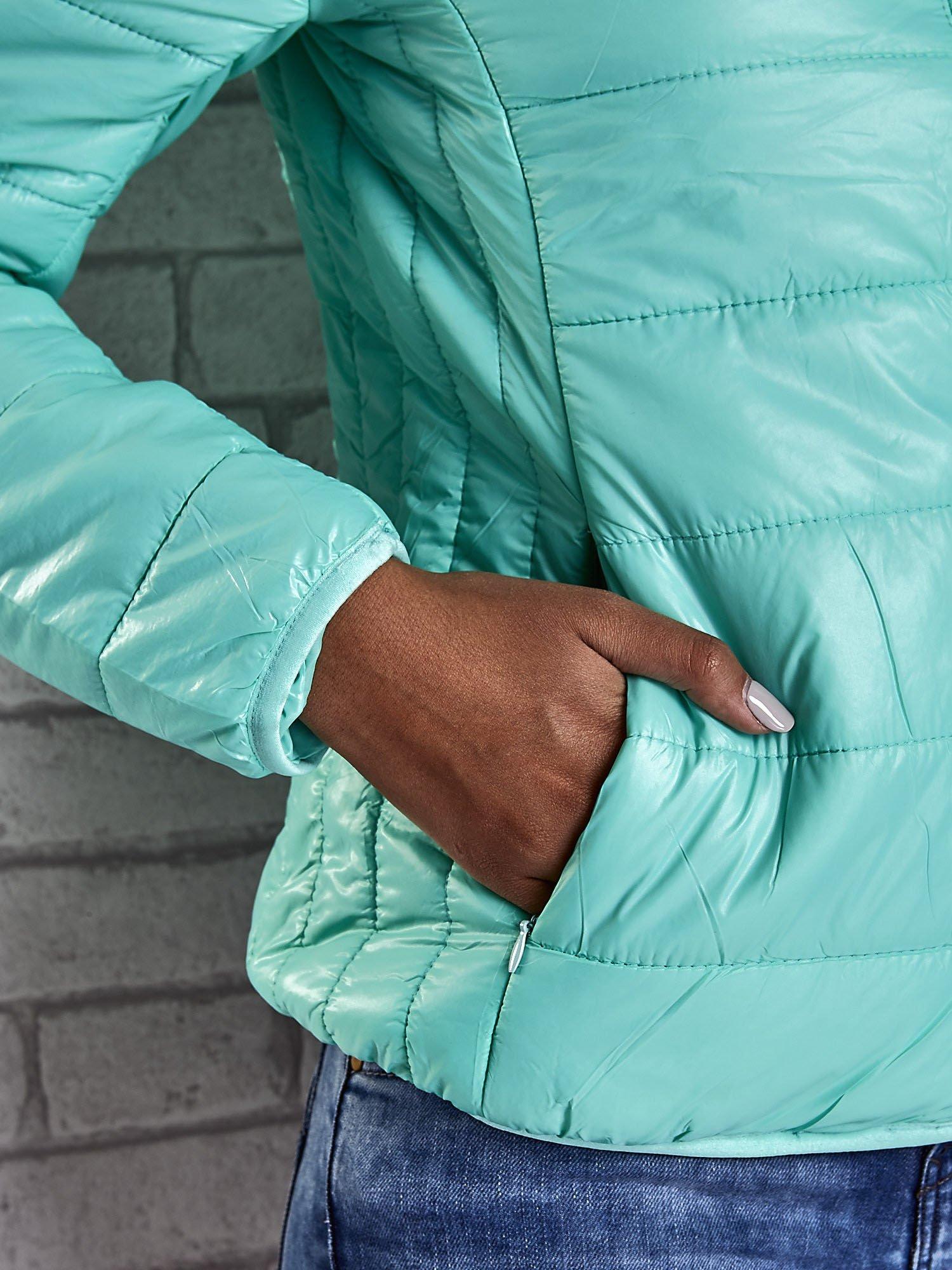 Zielona przejściowa kurtka z kapturem i kieszeniami                                  zdj.                                  10