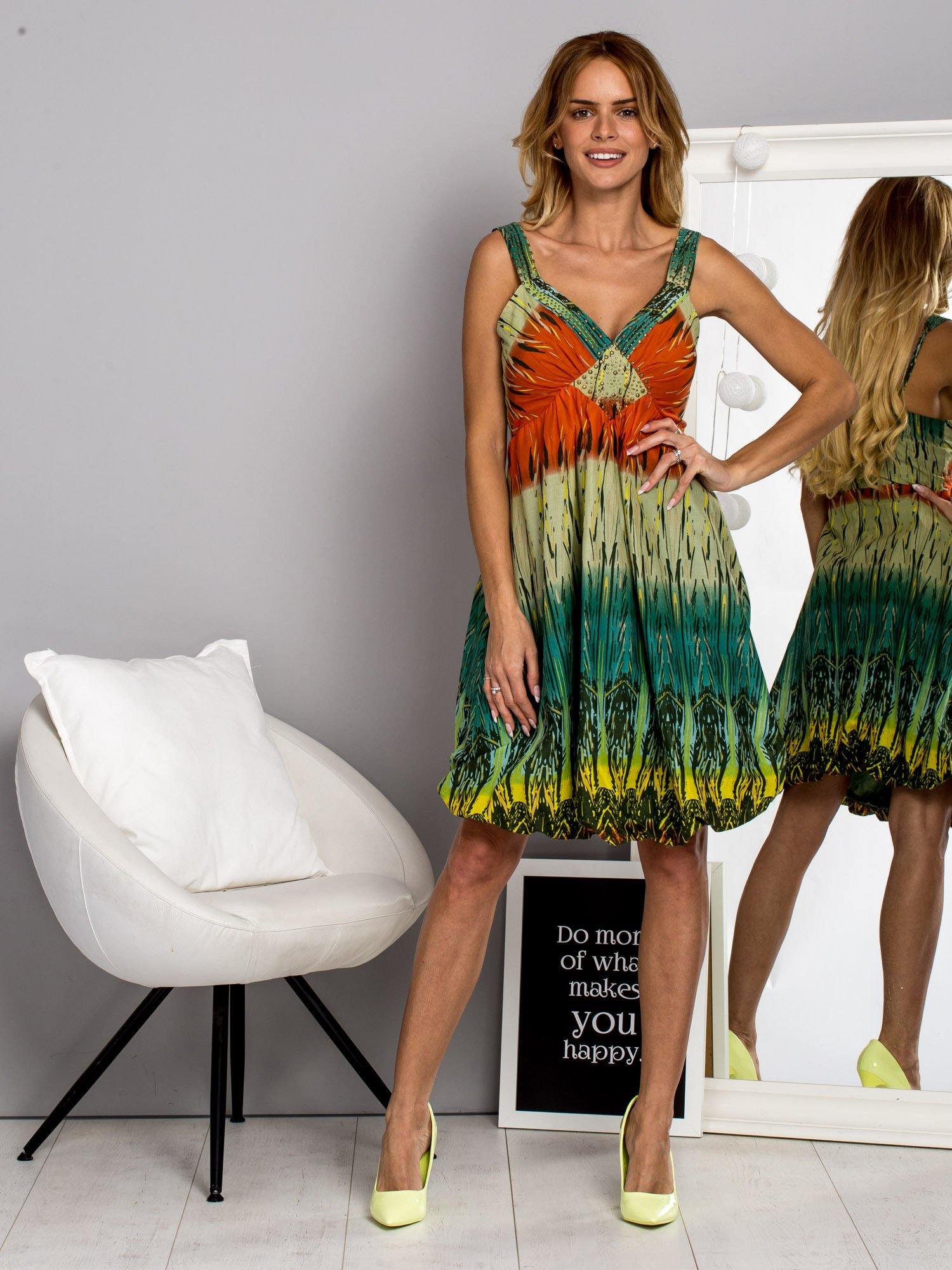 Zielona sukienka na ramiączka w stylu etno                                  zdj.                                  4