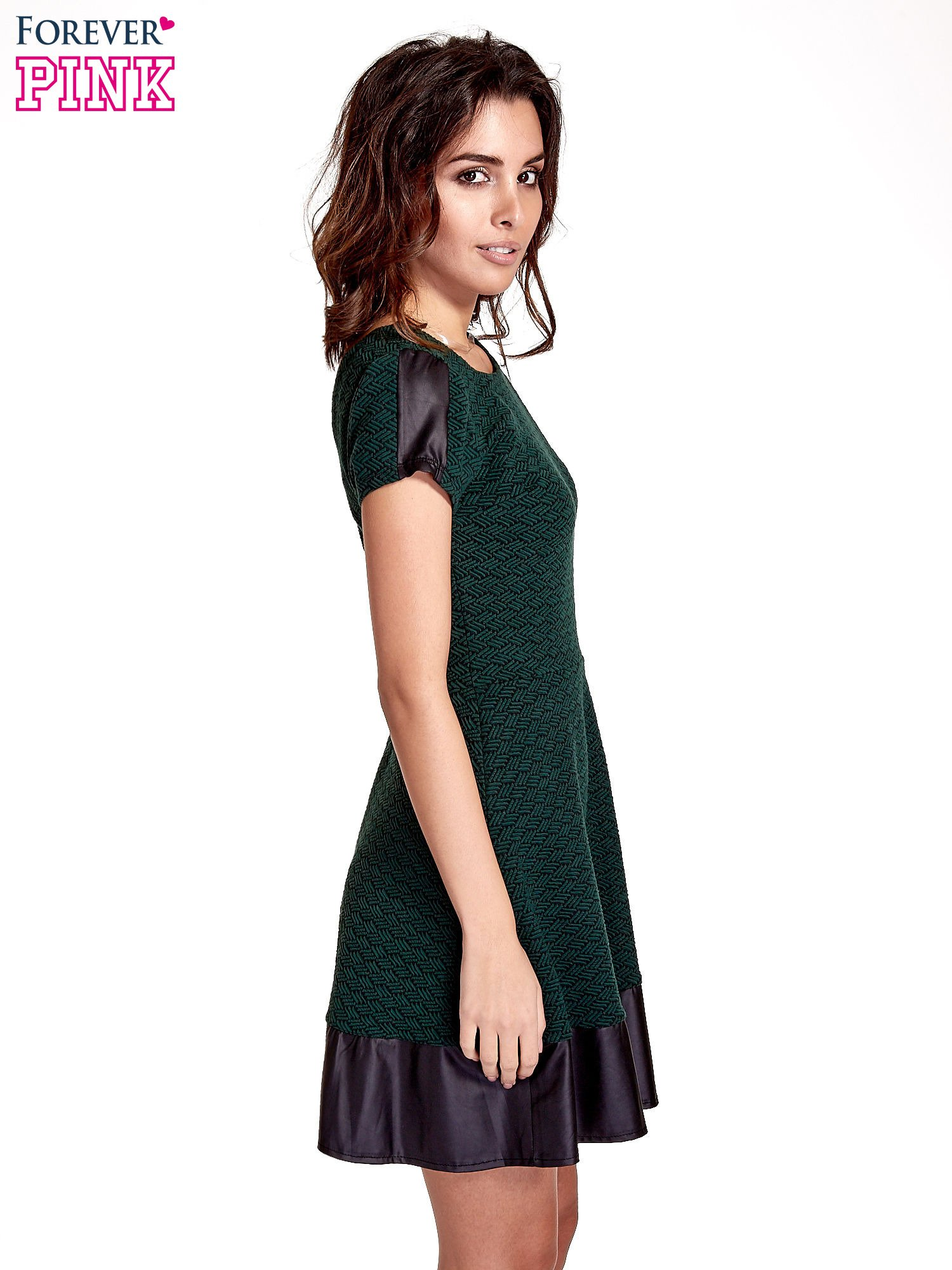Zielona sukienka z czarną falbaną                                  zdj.                                  3