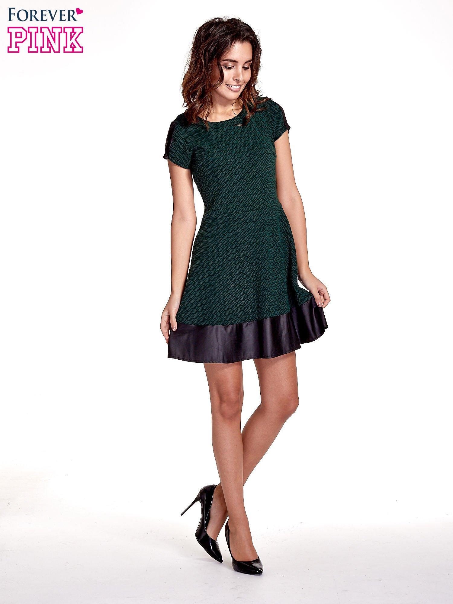 Zielona sukienka z czarną falbaną                                  zdj.                                  4