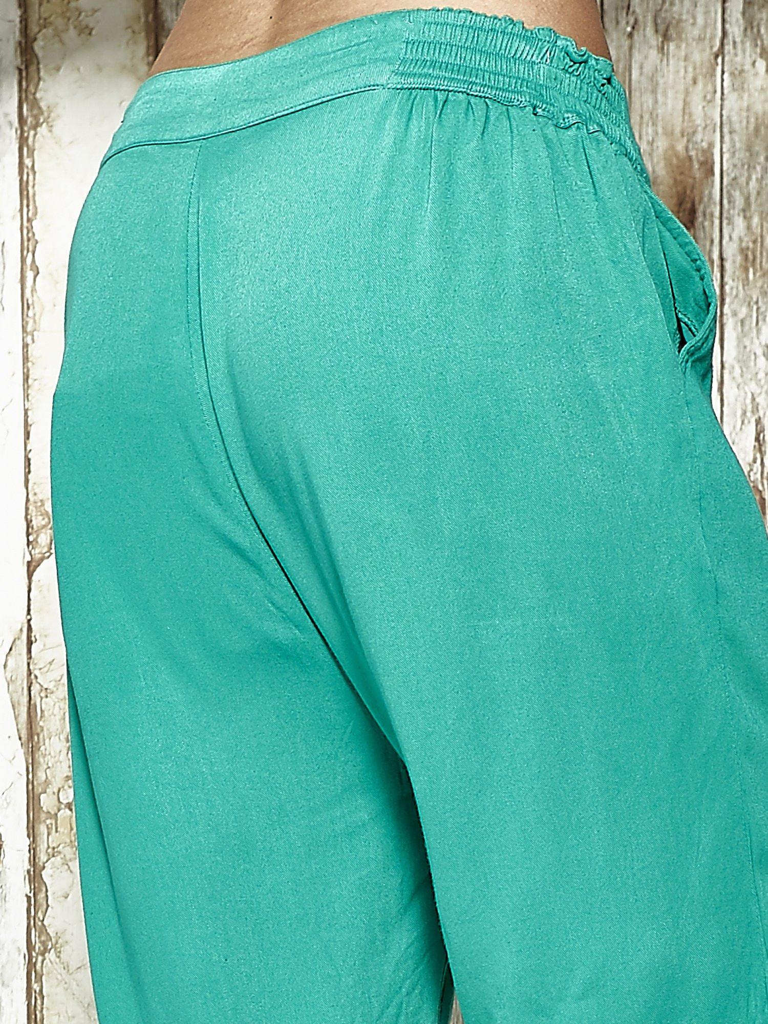 Zielone spodnie alladynki z bocznymi kieszeniami FUNK N SOUL                                  zdj.                                  7
