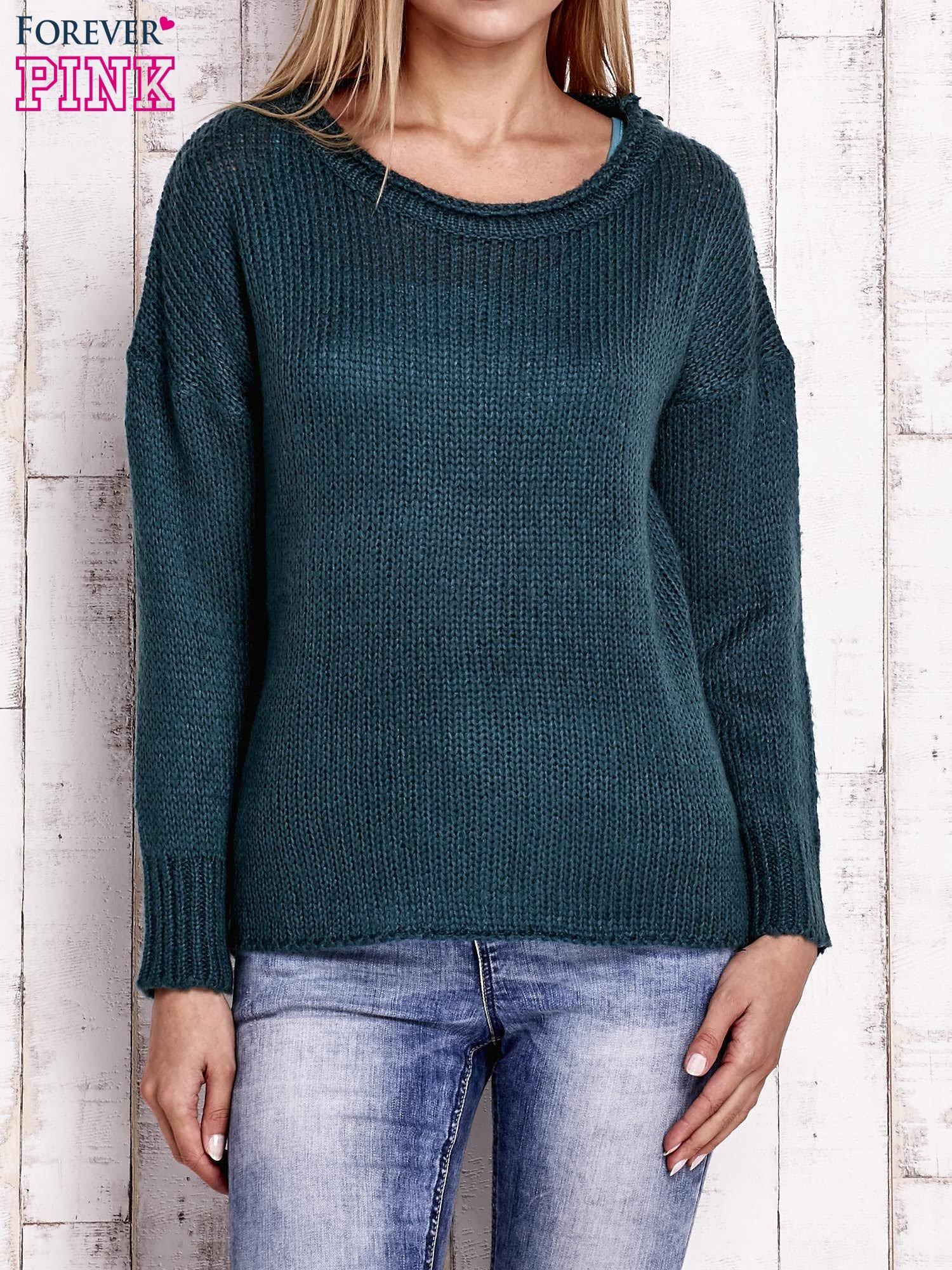 Zielony dzianinowy sweter z dłuższym tyłem                                  zdj.                                  1