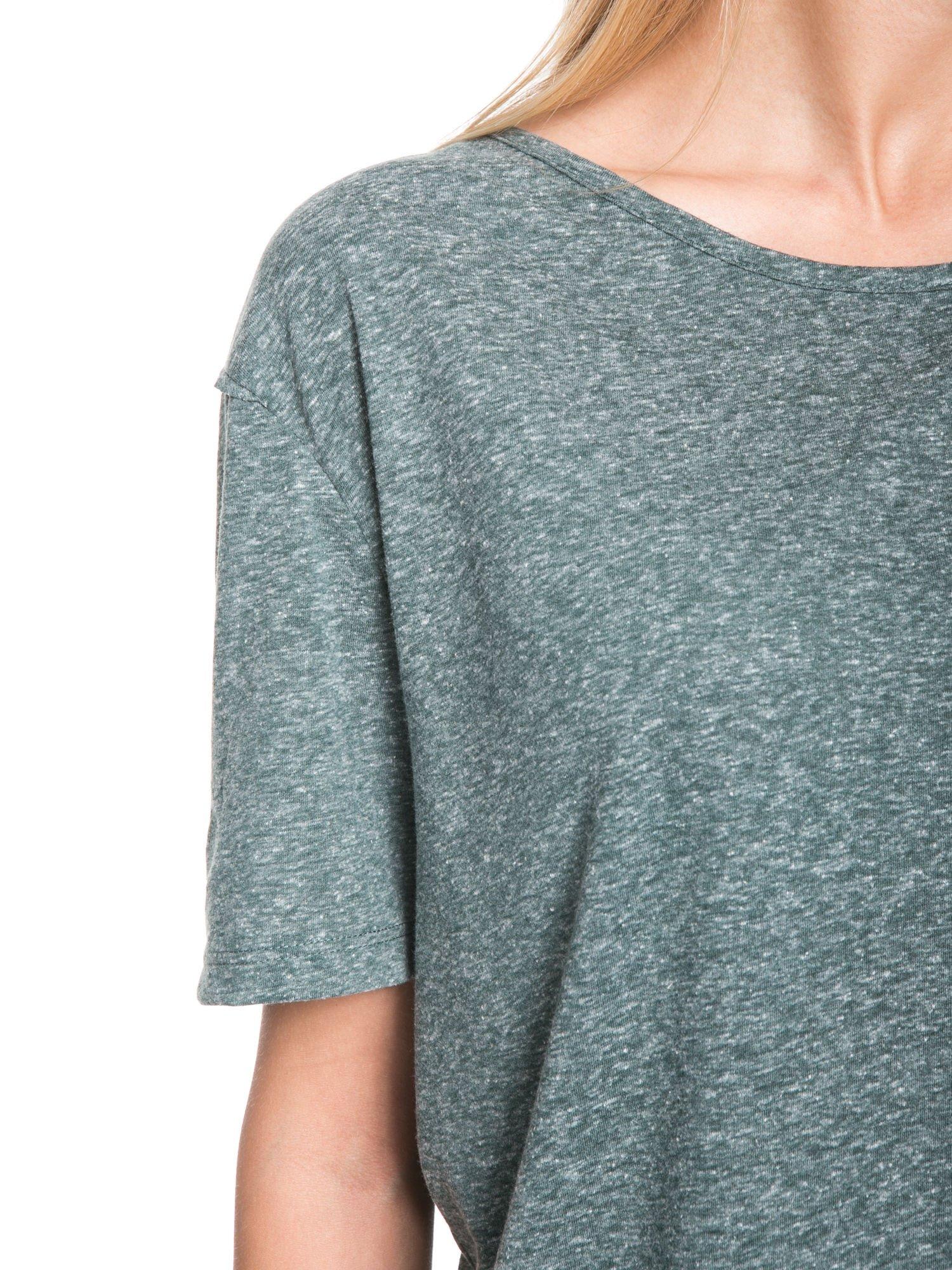 Zielony melanżowy t-shirt o luźnym kroju                                  zdj.                                  7