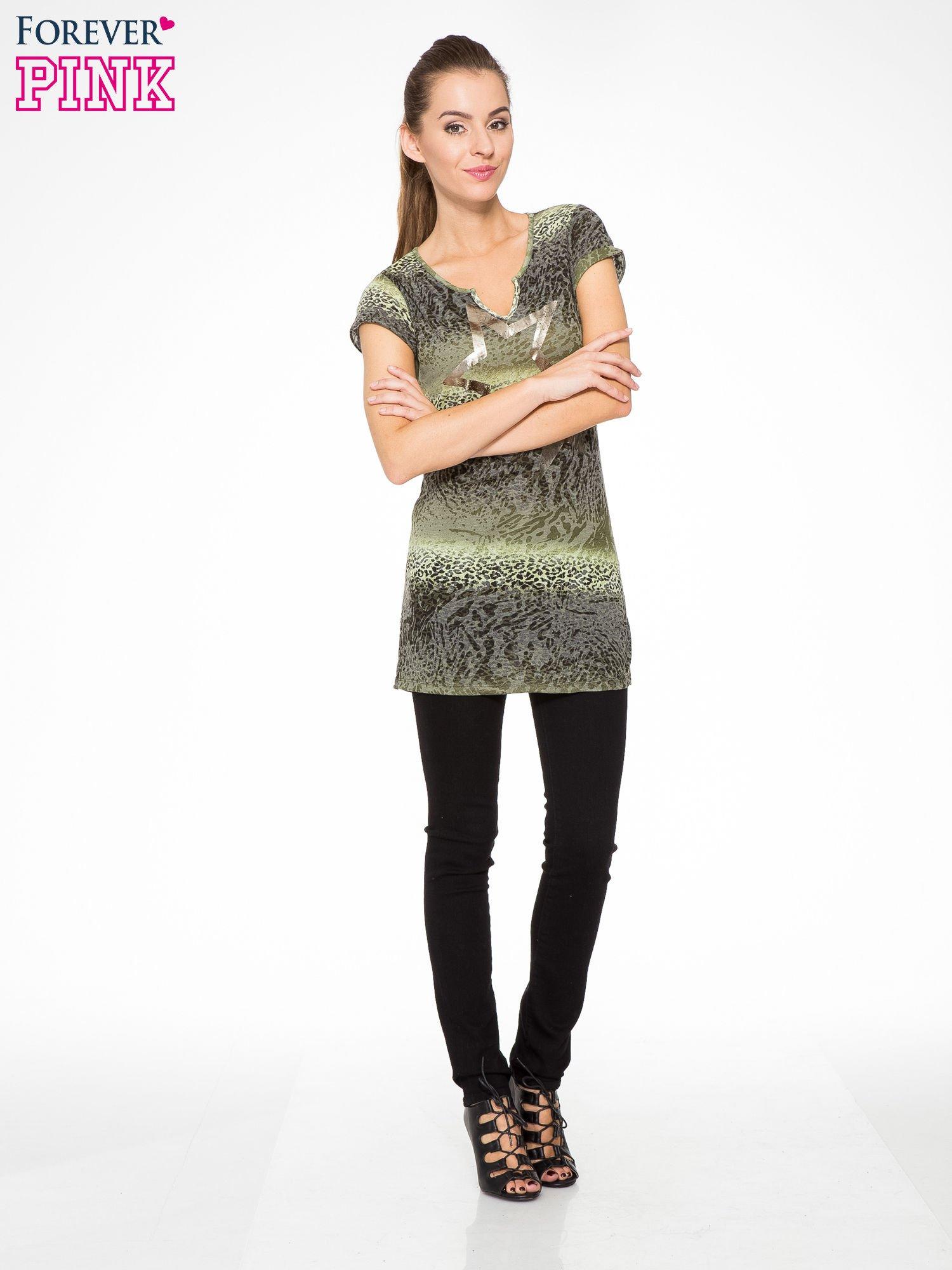 Zielony panterkowy t-shirt z nadrukiem gwiazdy                                  zdj.                                  5