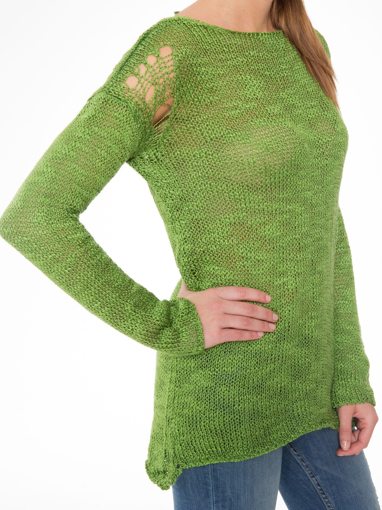 Zielony sweter z oczkami przy ramionach                                  zdj.                                  9