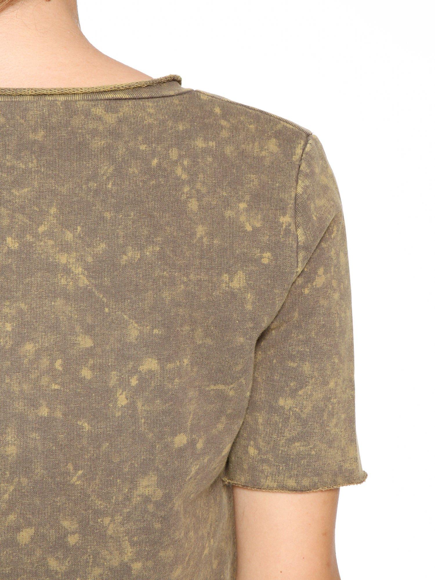 Zielony t-shirt cropped z cekinowym sercem                                  zdj.                                  8