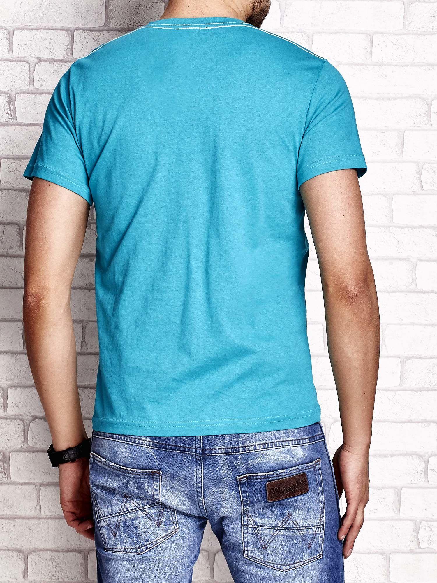 Zielony t-shirt męski z napisem BROOKLYN ATHLETIC UNIVERSITY                                  zdj.                                  2