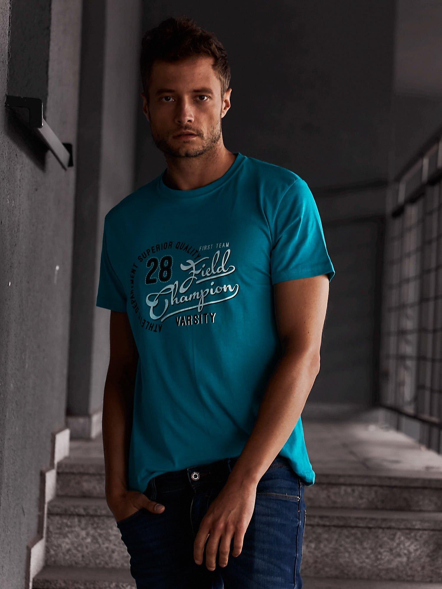Zielony t-shirt męski z napisem CHAMPION i liczbą 28                                  zdj.                                  1