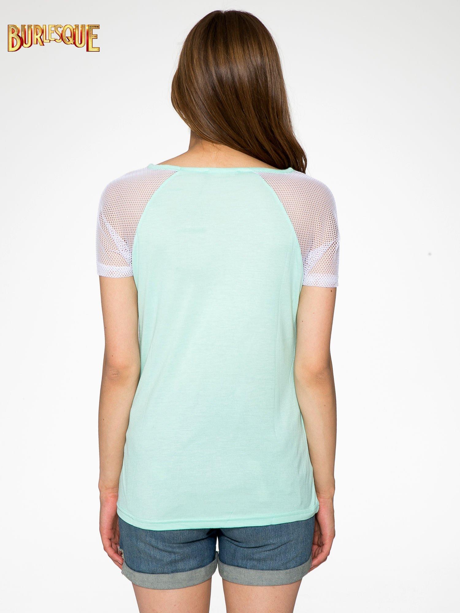 Zielony t-shirt z nadrukiem NEW YORK 55 i siatkowymi rękawami                                  zdj.                                  4