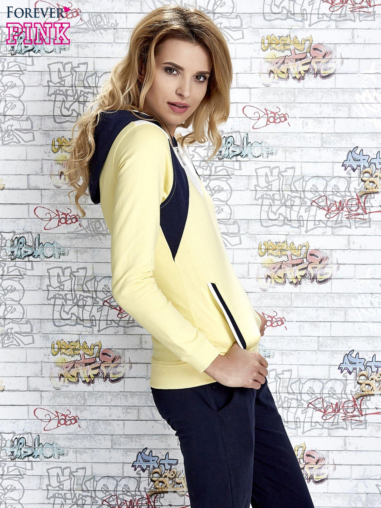 Żółta bluza z granatowymi wstawkami                                  zdj.                                  3