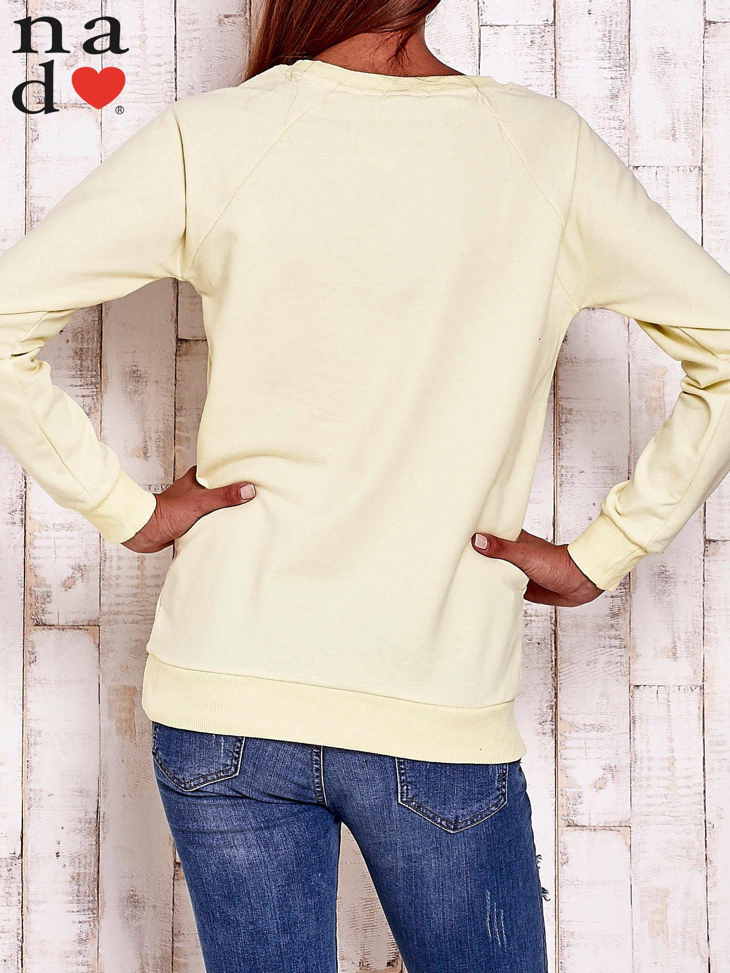 Żółta bluza z wzorem serca                                  zdj.                                  3