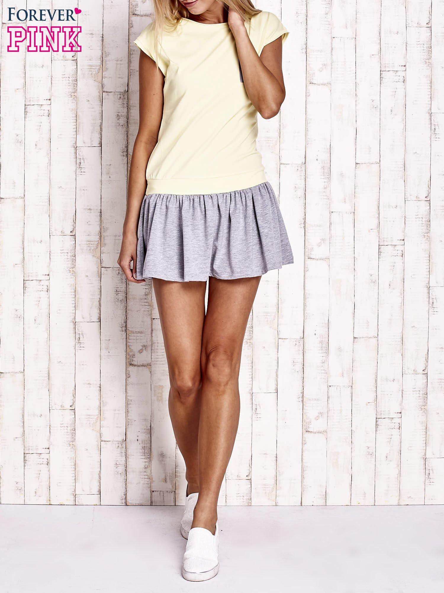 Żółta dresowa sukienka tenisowa z kieszonką                                  zdj.                                  4