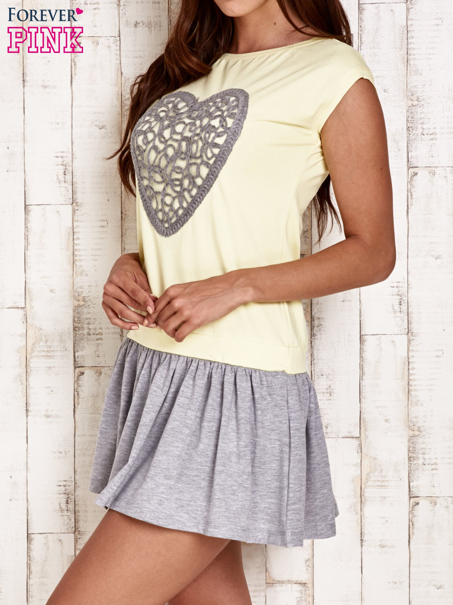 Żółta dresowa sukienka tenisowa z sercem                                  zdj.                                  3
