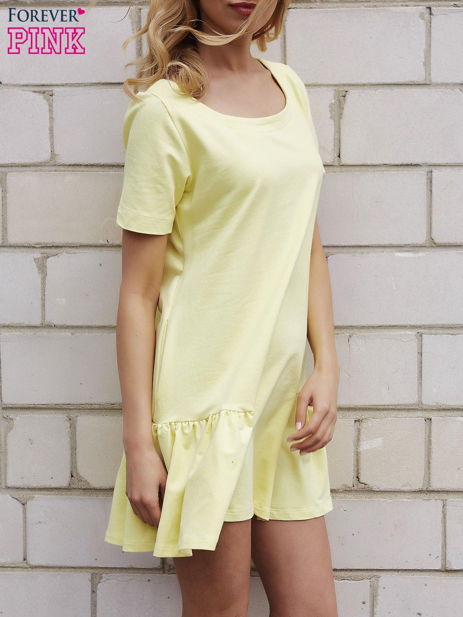 Żółta sukienka dresowa z falbanami z boku                                  zdj.                                  3