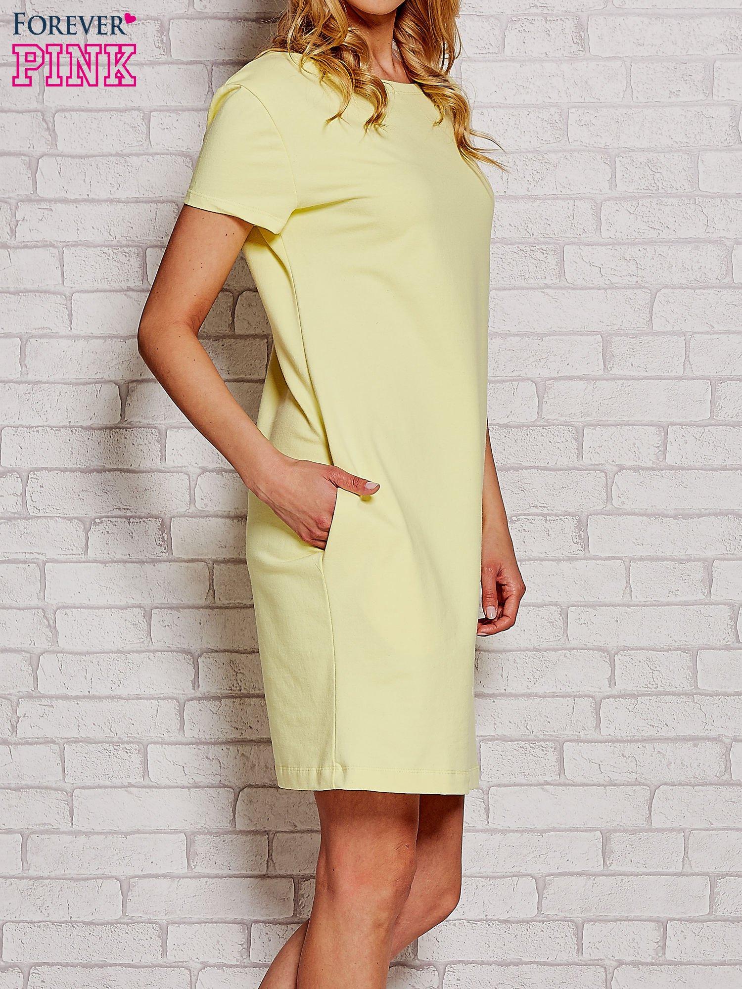 Żółta sukienka dresowa z kieszeniami                                  zdj.                                  3