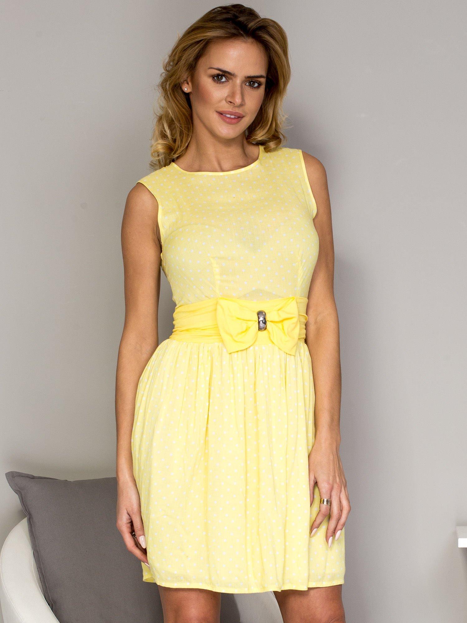 0b5f5e8075 Żółta sukienka w groszki z ozdobnym pasem - Sukienka na co dzień ...