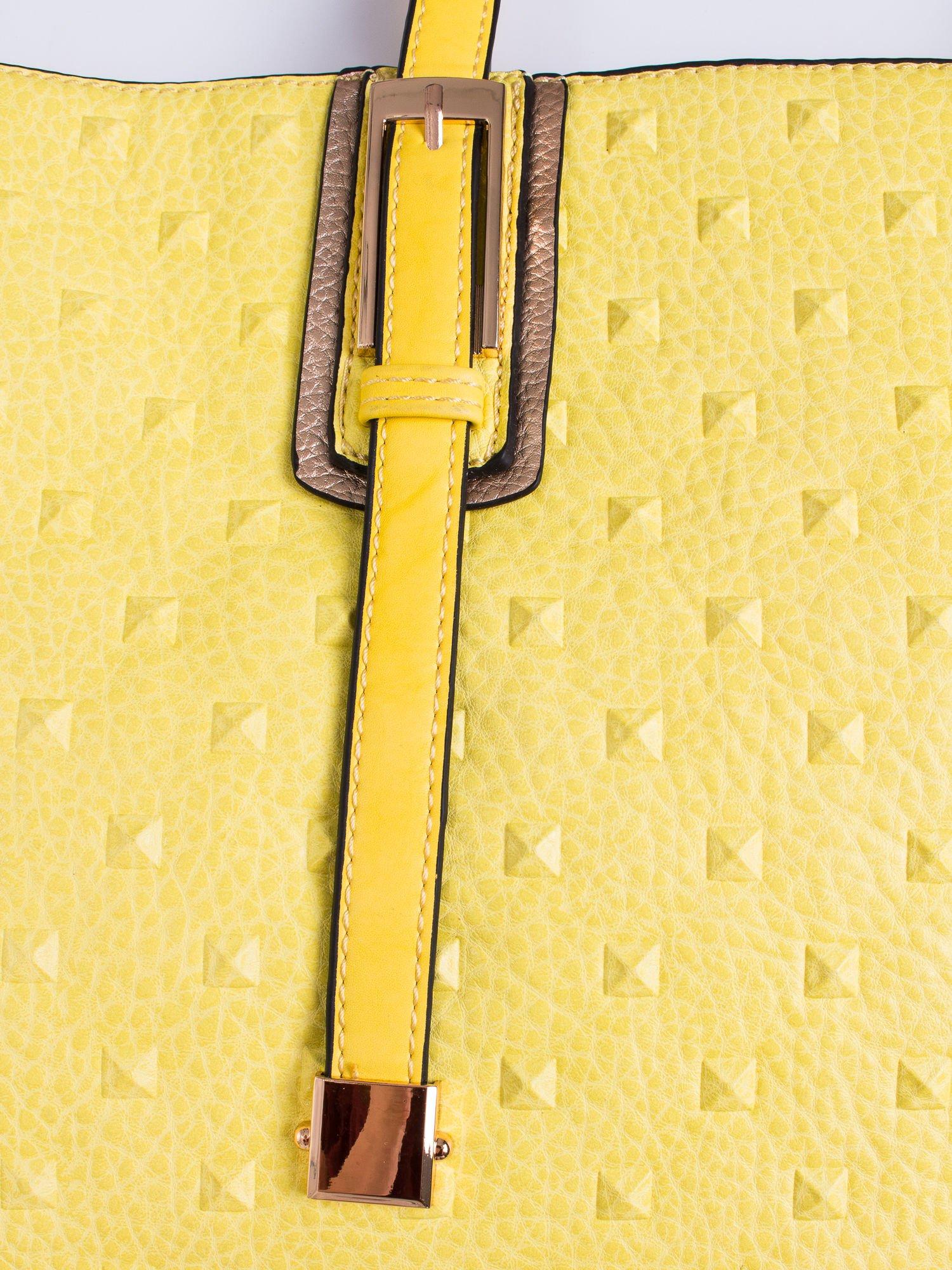 Żółta torba z klamrami i odpinanym paskiem                                   zdj.                                  5