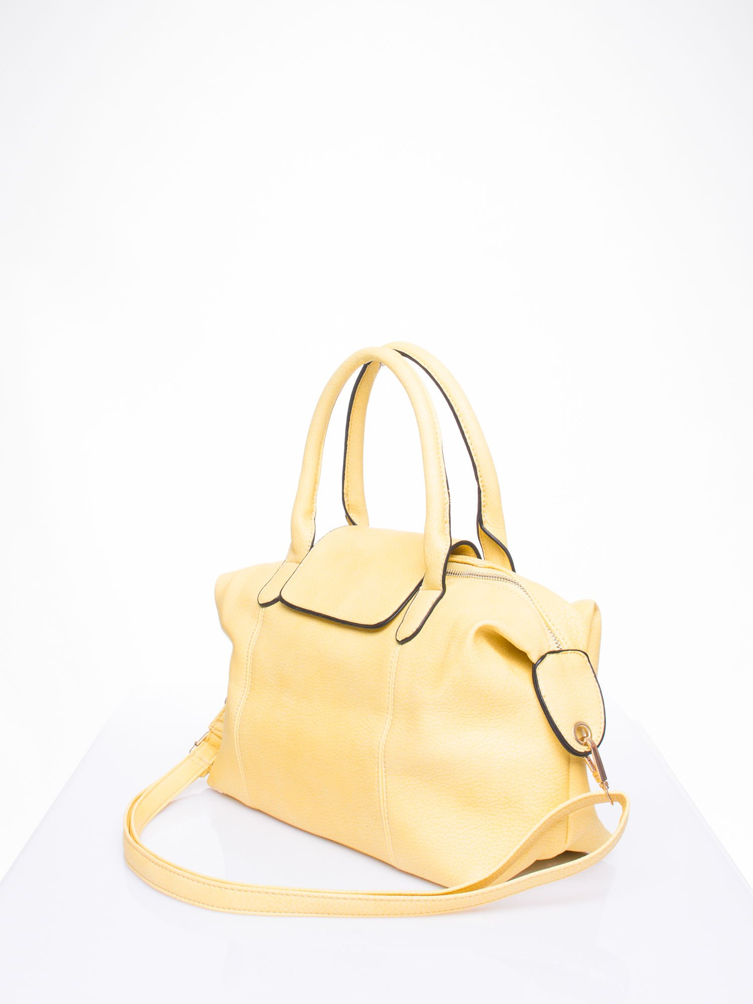 Żółta torba z klapką i odpinanym paskiem                                  zdj.                                  2