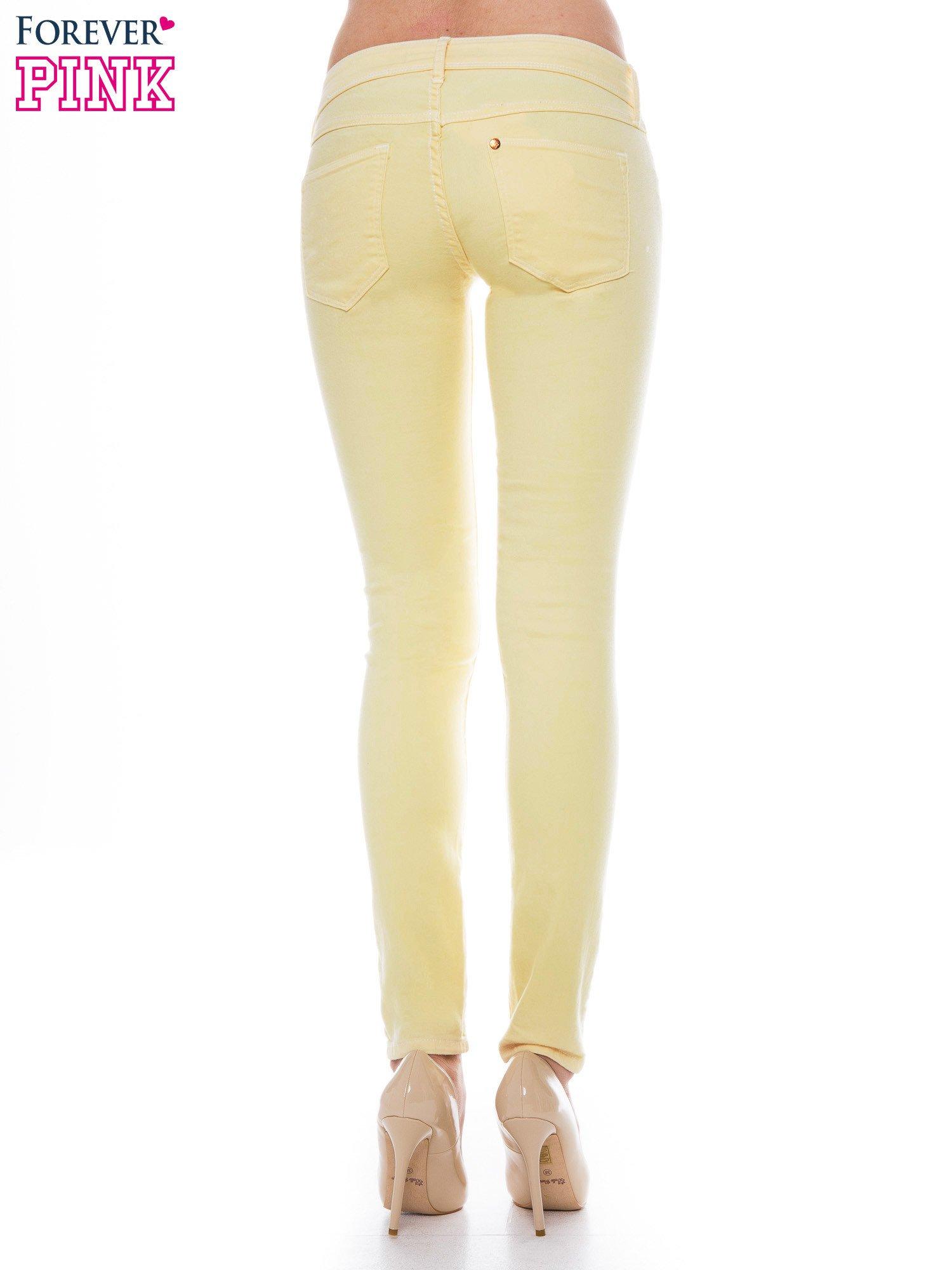 Żółte spodnie jeansowe typu rurki                                  zdj.                                  2