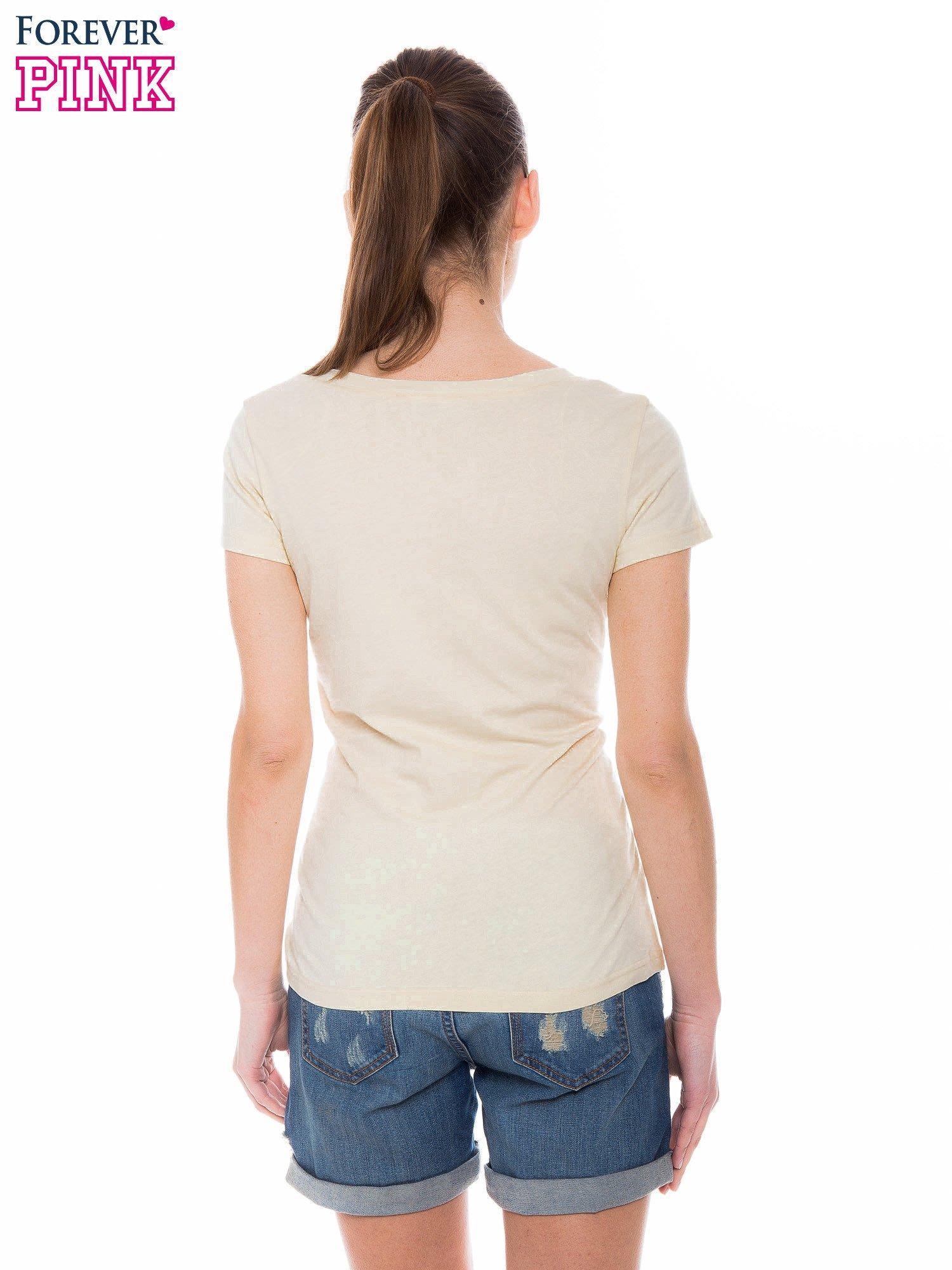 Żółty basicowy t-shirt z dekoltem w serek                                  zdj.                                  4