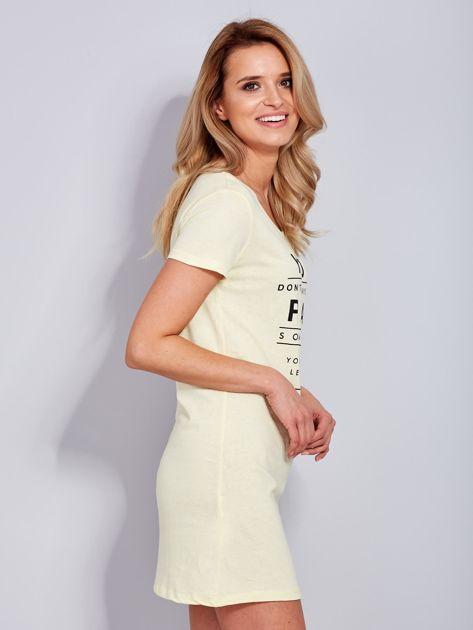 Bawełniana cytrynowa sukienka z napisami                              zdj.                              6
