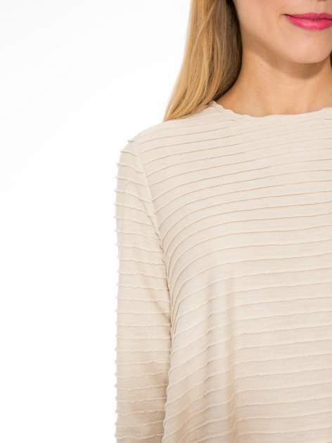 Beżowa dresowa sukienka w prążkowany wzór                                  zdj.                                  9