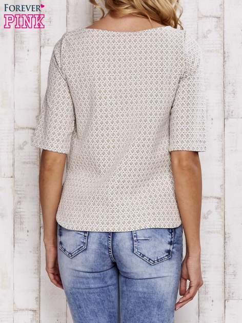 Beżowa fakturowana bluzka z rękawem 3/4                                  zdj.                                  4