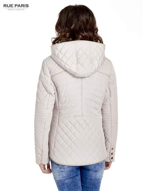 Beżowa pikowana kurtka z kapturem w stylu husky                                  zdj.                                  2