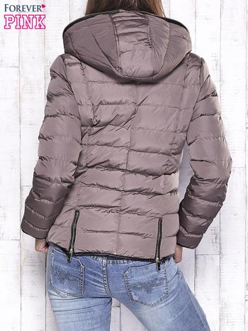 Beżowa pikowana kurtka ze złotymi suwakami