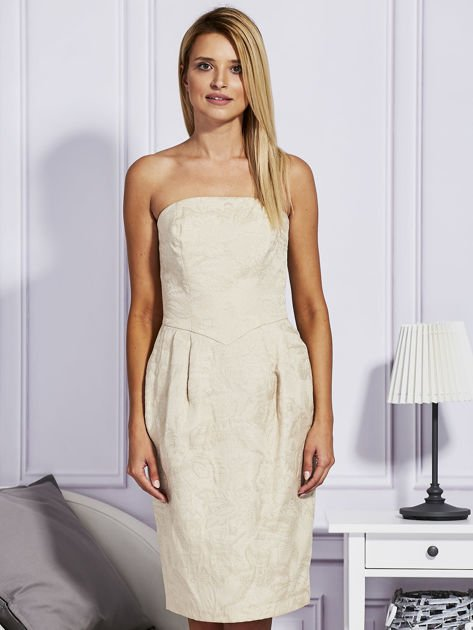 Beżowa sukienka w tłoczony wzór                              zdj.                              1