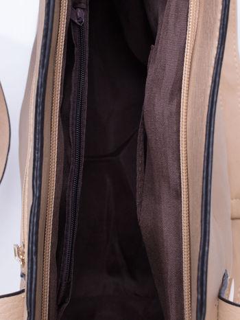 Beżowa torba na ramię ze złotym emblematem                                  zdj.                                  6