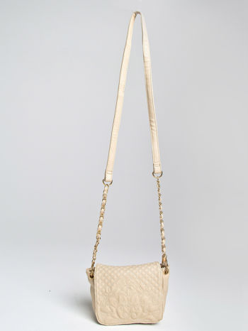 Beżowa torebka na ramię na pasku łańcuszku